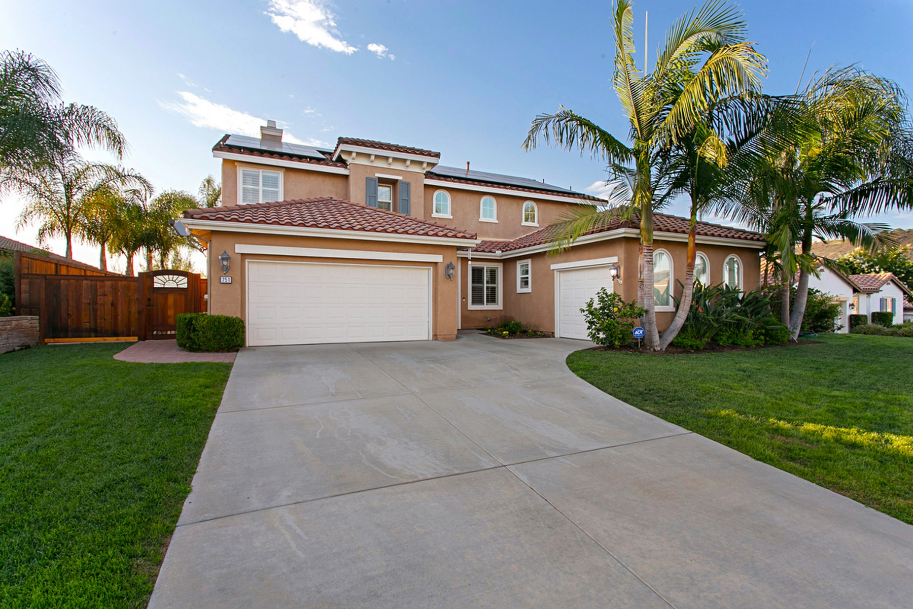 Single Family Homes for Sale at 751 Banyan Court San Marcos, California 92069 United States