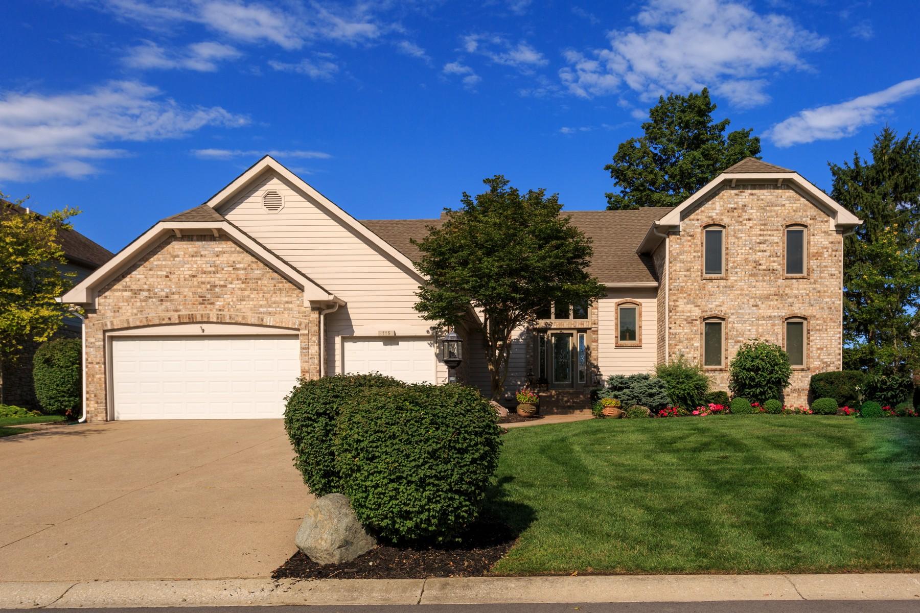 Casa Unifamiliar por un Venta en Fantastic Lakefront Home 115 Edgewater Drive Noblesville, Indiana 46062 Estados Unidos