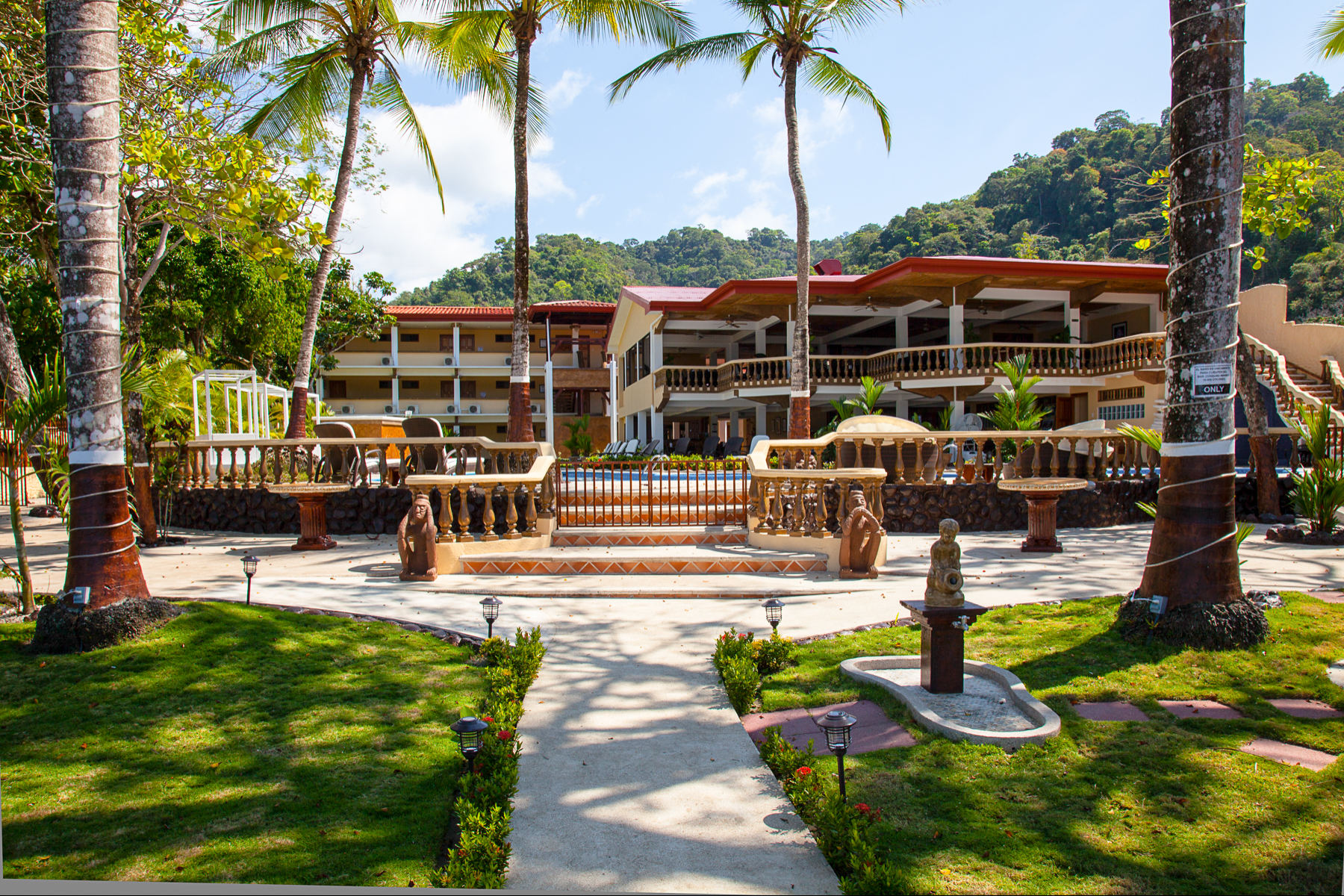 für Verkauf beim Operational Hotel for Sale in Jaco Jaco, Puntarenas Costa Rica