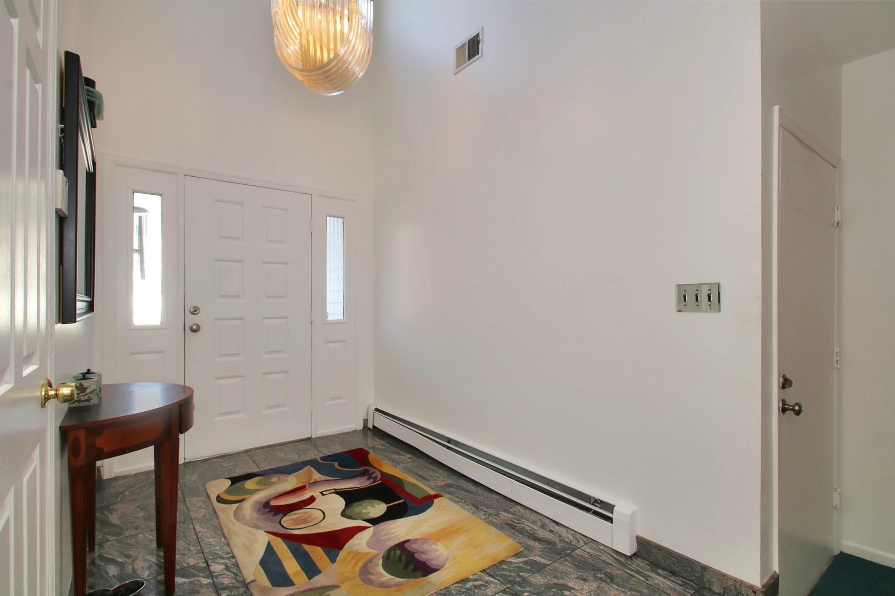 Additional photo for property listing at Commuters Dream 43 Matthew Road, Wayne, Nova Jersey 07470 Estados Unidos