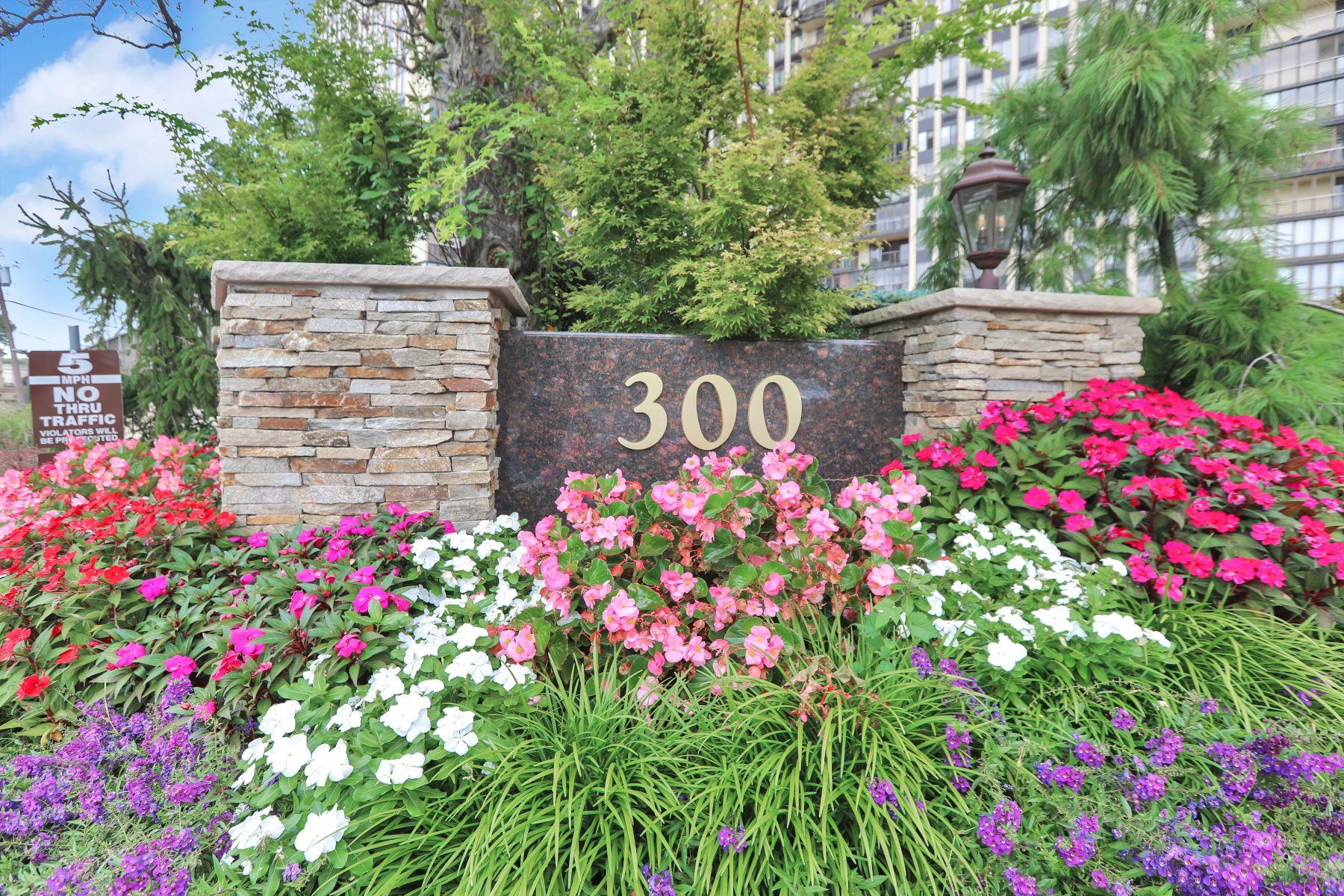 Condominiums 용 매매 에 Newly Renovated 300 Winston Drive, 2523, Cliffside Park, 뉴저지 07010 미국