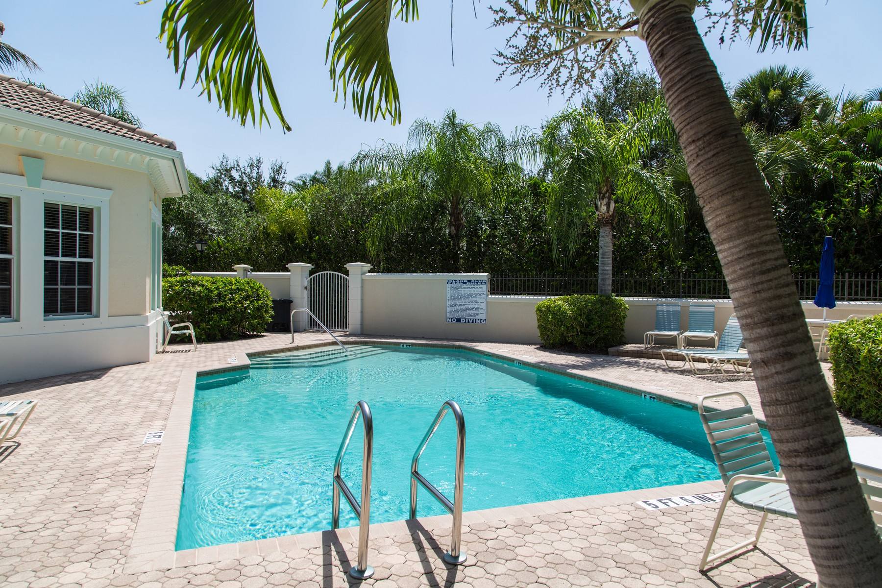 Additional photo for property listing at Exceptional Island Club Home 1373 West Island Club Square, Vero Beach, Florida 32963 United States