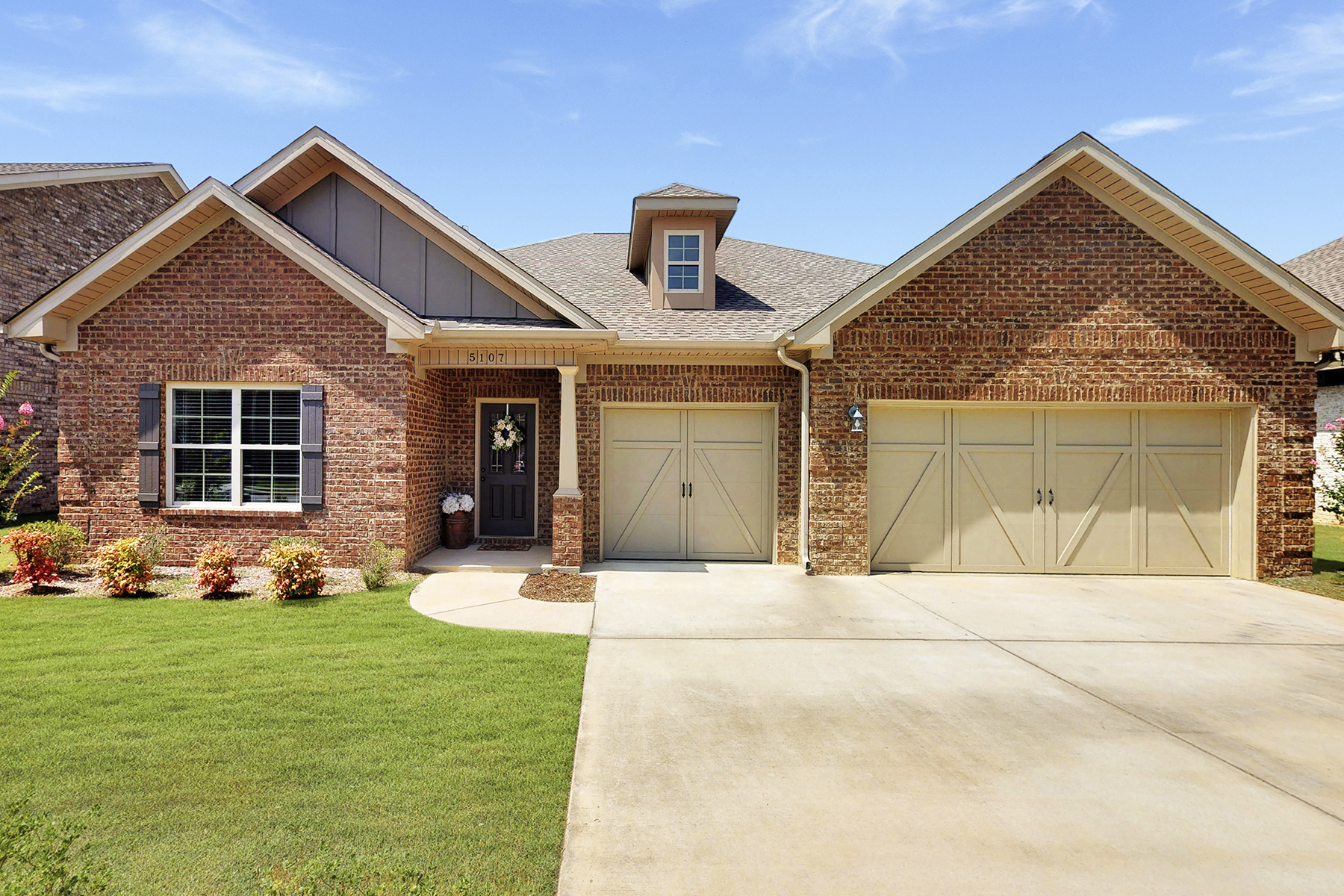 Single Family Homes por un Venta en 5107 Devobsire Drive 5107 Devonshire Drive Owens Cross Roads, Alabama 35763 Estados Unidos
