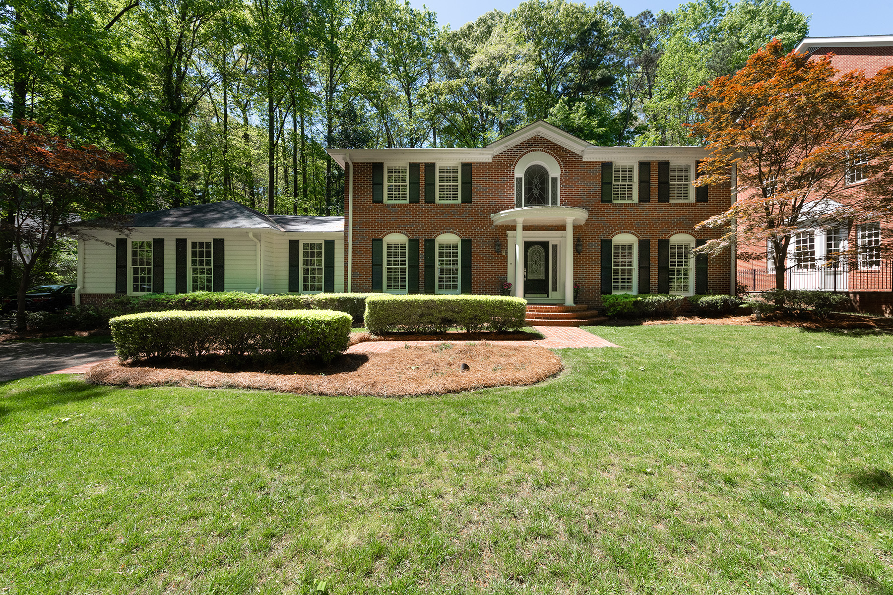 Single Family Homes 为 销售 在 Stately Renovated Traditional Home Nestled On a Large Lot in Prime Buckhead 1358 West Wesley Road 亚特兰大, 乔治亚州 30327 美国