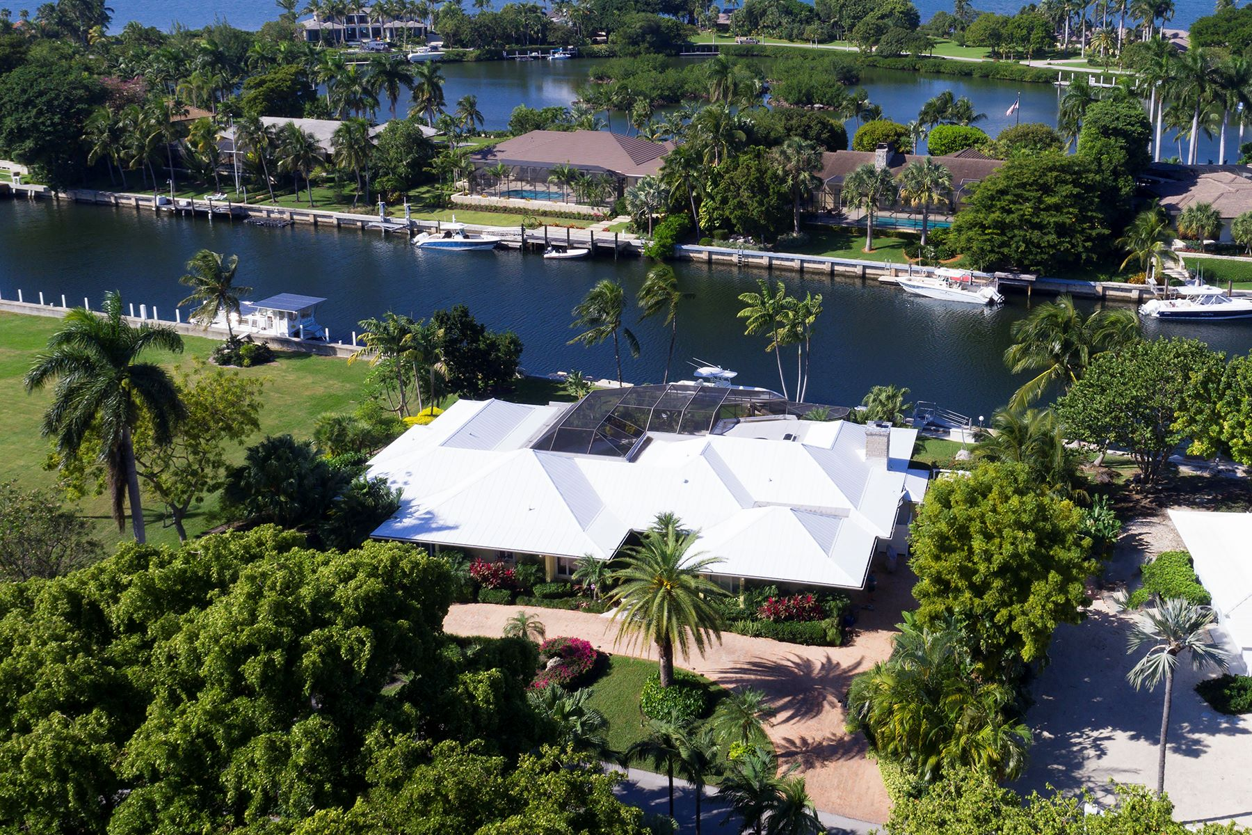 Additional photo for property listing at Charming Waterfront Home at Ocean Reef 17 Sunset Cay Road Key Largo, Florida 33037 États-Unis
