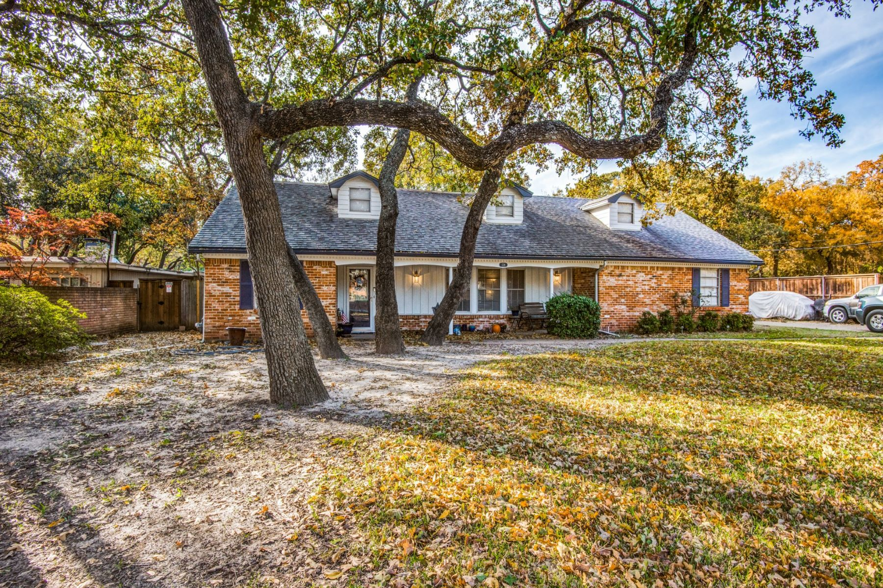 Single Family Homes for Sale at Irving Hospital District Family Home 1719 Sunnybrook Drive Irving, Texas 75061 United States
