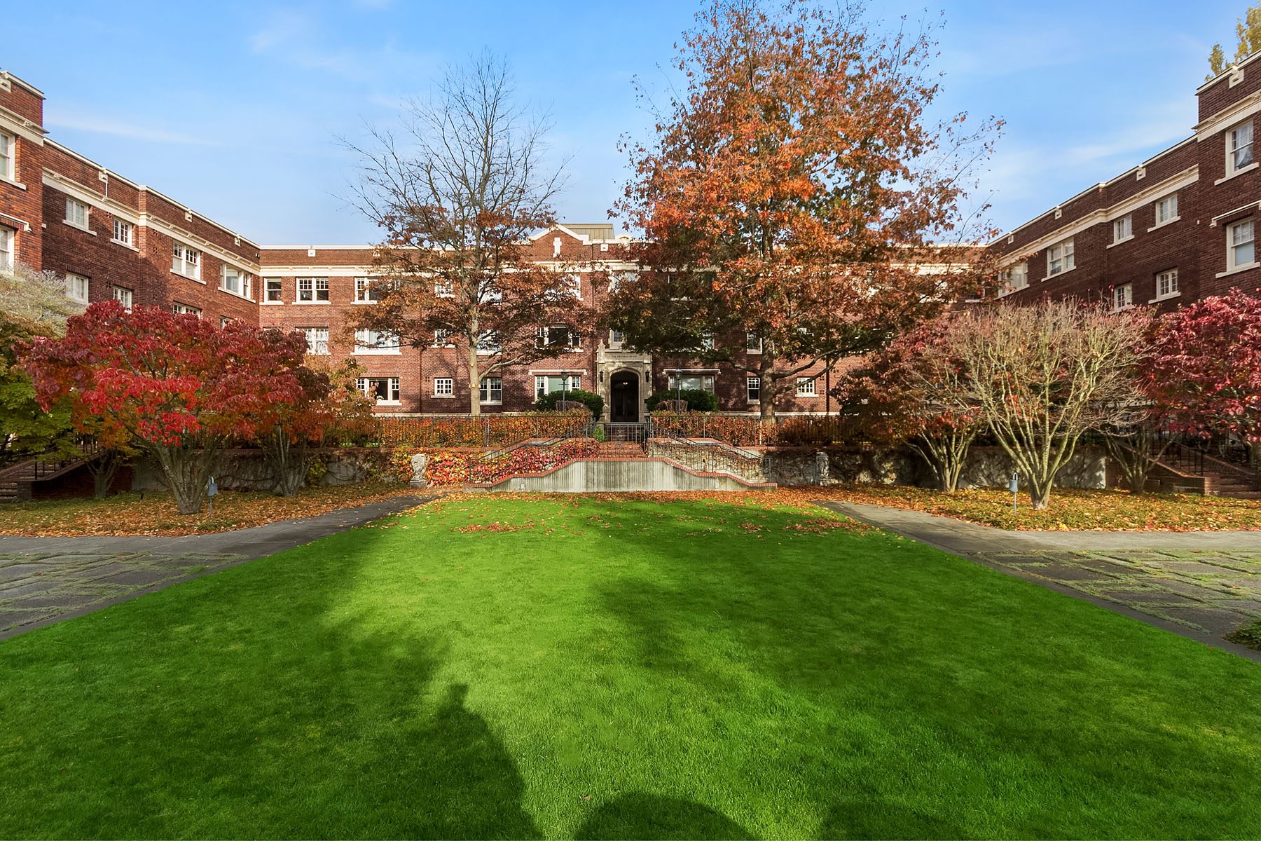 Condominium for Sale at Queen Anne Condo 100 W Highland Dr #123 Seattle, Washington 98119 United States