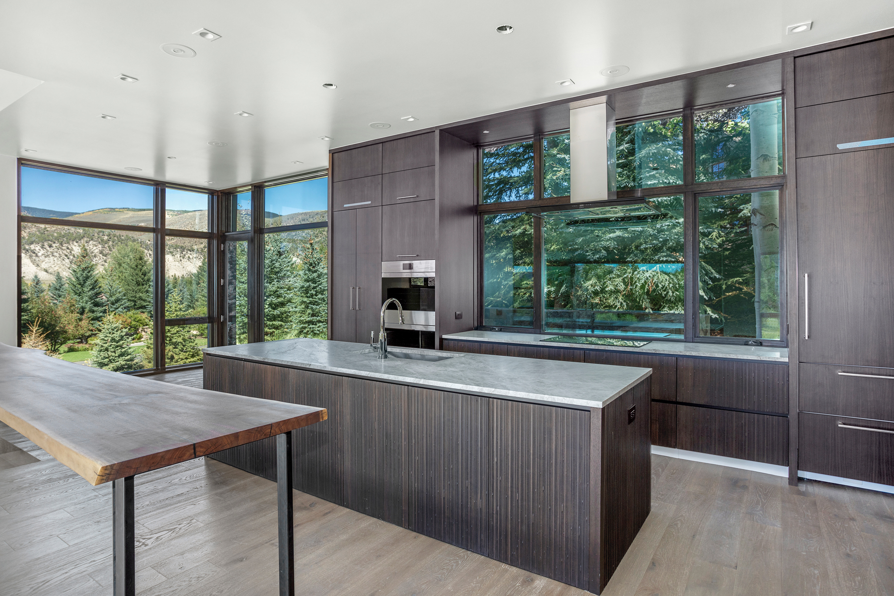 Additional photo for property listing at Mountain modern 5-bedroom/4.5-bath residence 144 Castle Peak Gate Edwards, Colorado 81620 United States