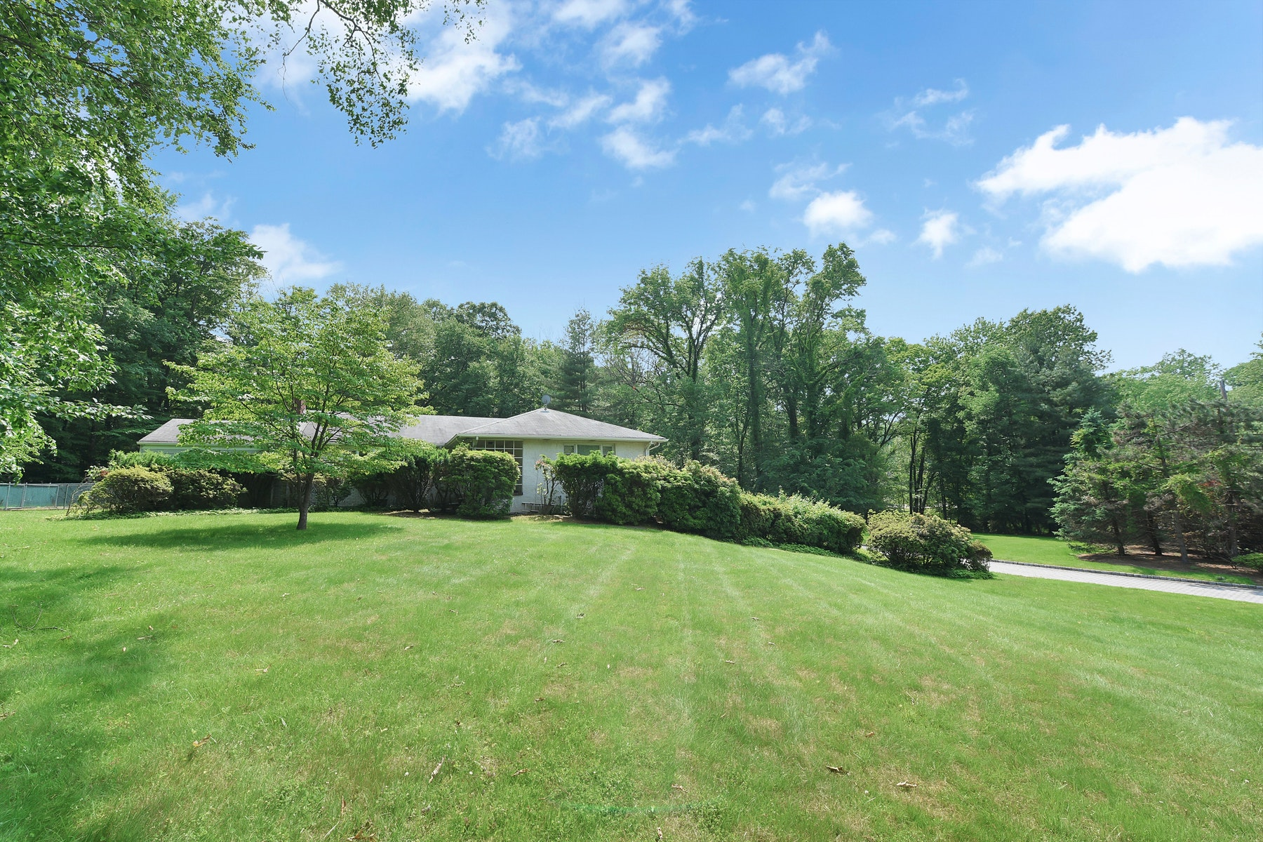 Single Family Homes for Sale at PRIME 2 ACRE LOT 10 Deertrail Rd Saddle River, New Jersey 07458 United States