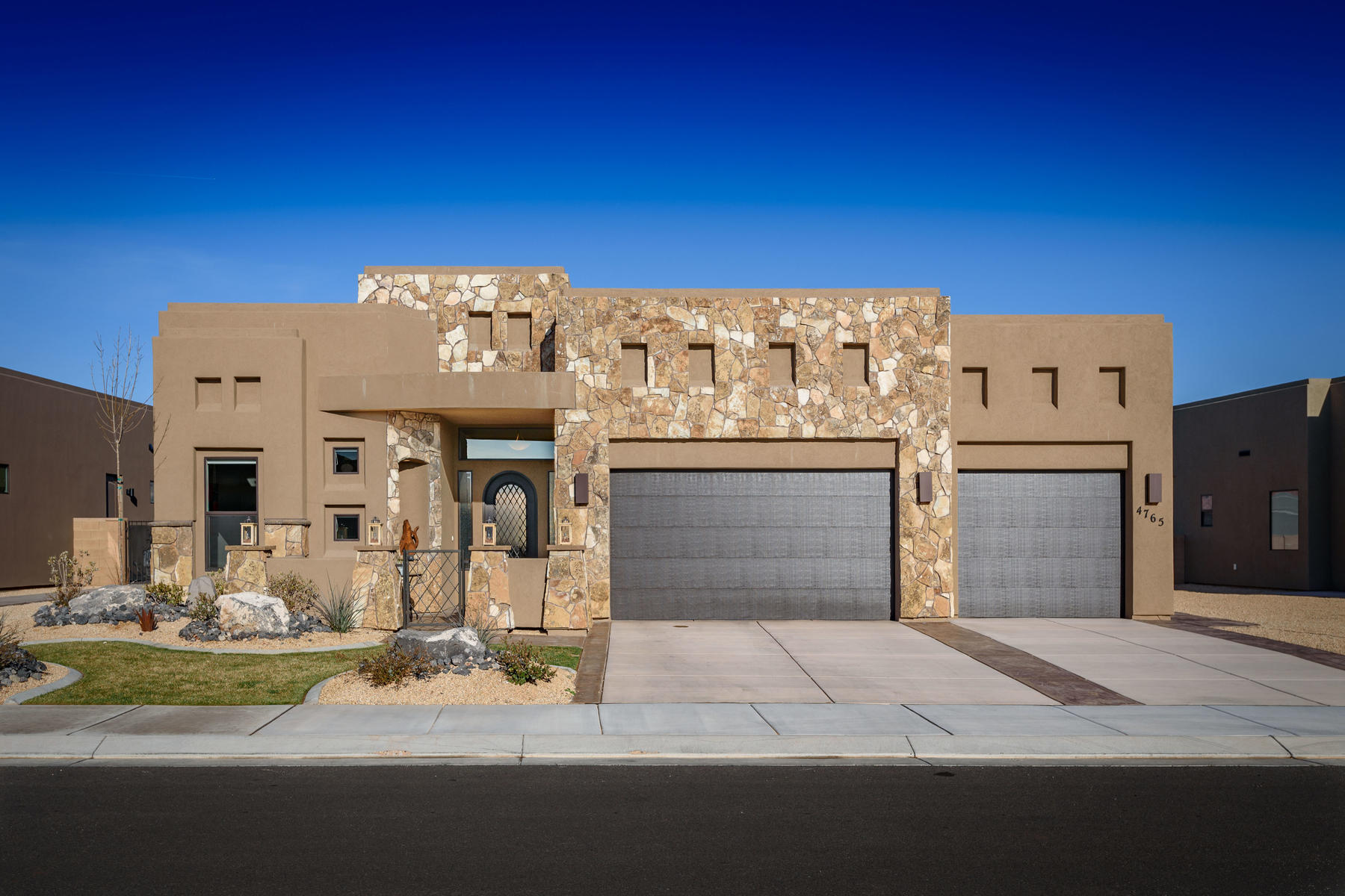 Single Family Homes vì Bán tại Your Retreat At The Ledges Awaits You 4765 N Cottontail Drive, St. George, Utah 84770 Hoa Kỳ