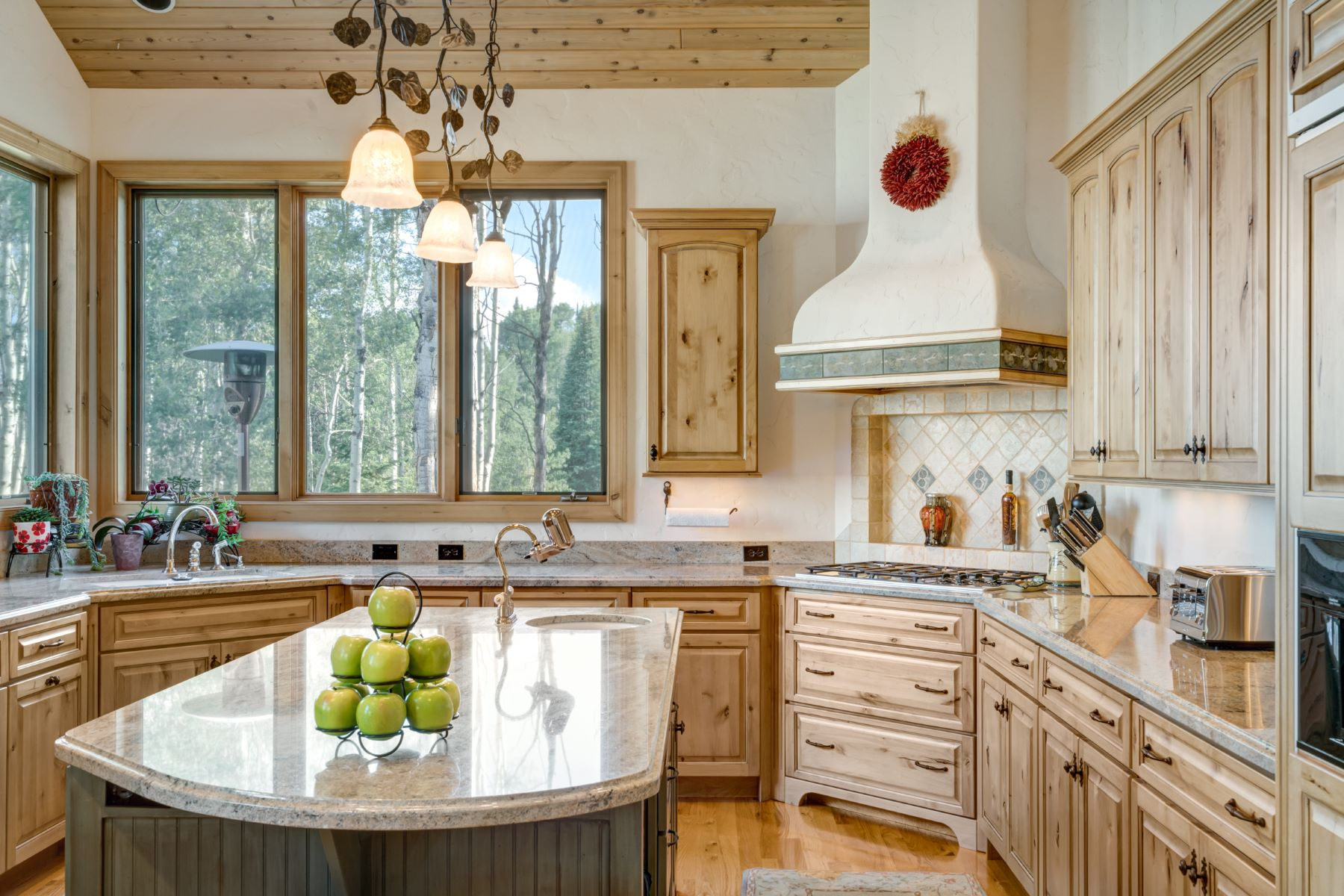 Additional photo for property listing at Luxury Mountain Home in Aspen Trees 31570 Aspen Ridge Road Steamboat Springs, Colorado 80487 United States
