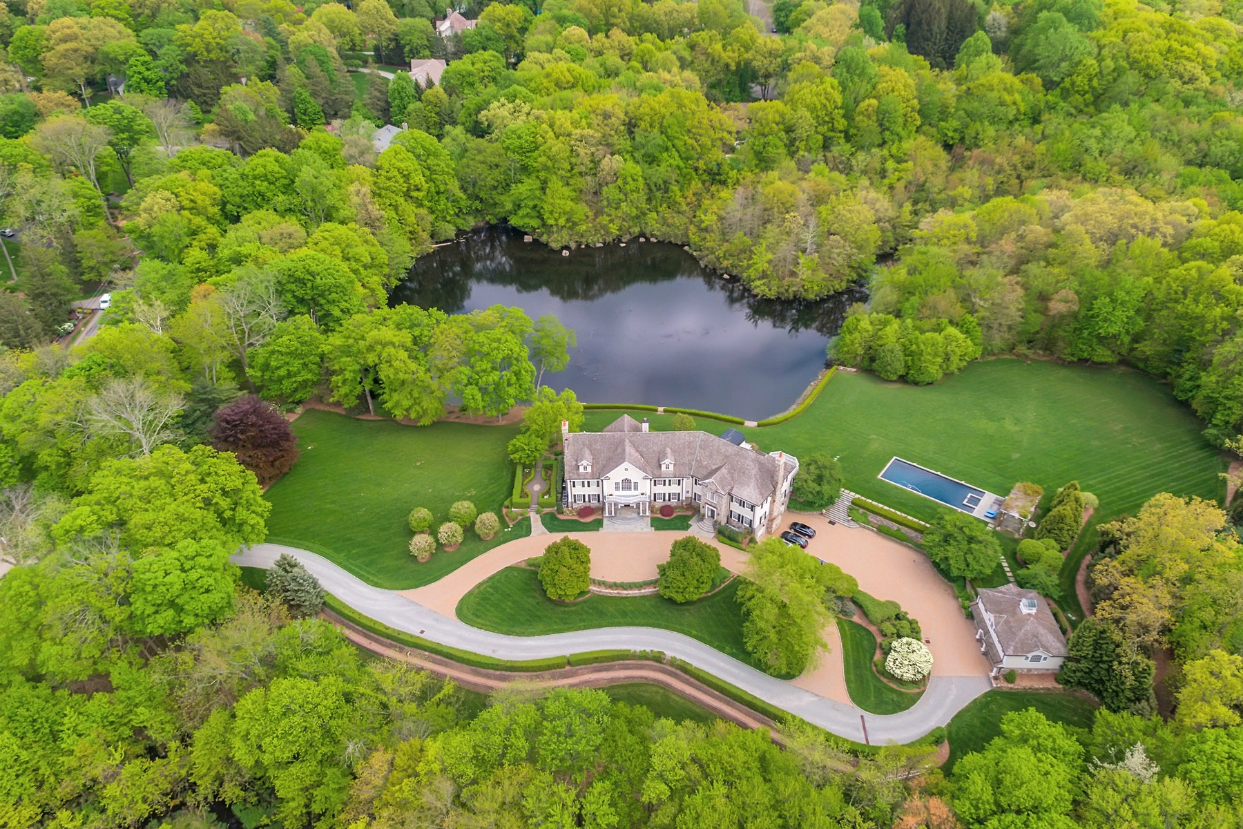 Single Family Homes のために 売買 アット Spectacular Private Oasis 930 Old Mill Road, Franklin Lakes, ニュージャージー 07417 アメリカ