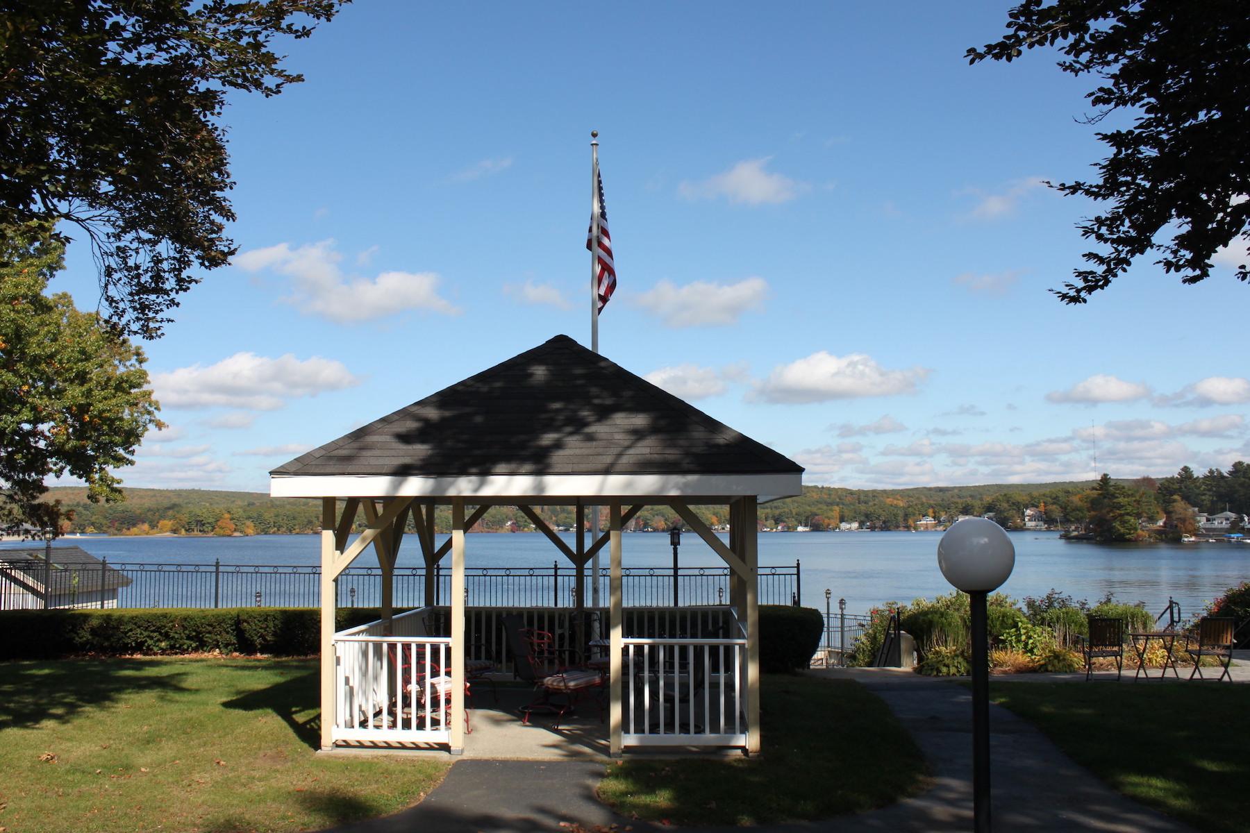 Condominiums 为 销售 在 Garden Style Condo - Webster Lake 704 Beacon Park, Unit 704 Webster, 马萨诸塞州 01570 美国