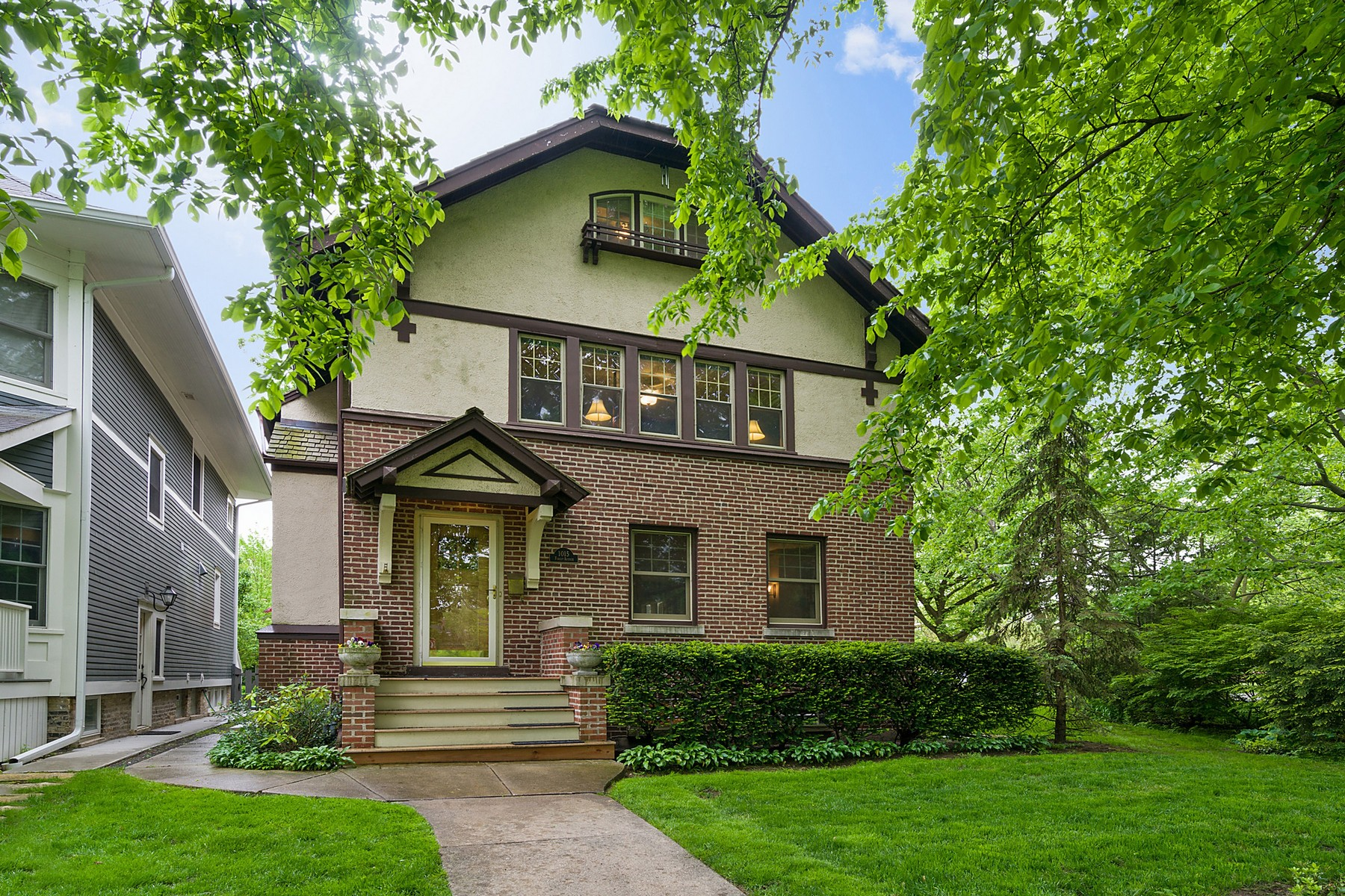 Maison unifamiliale pour l Vente à Great five Bedroom home 1015 Forest Wilmette, Illinois, 60091 États-Unis