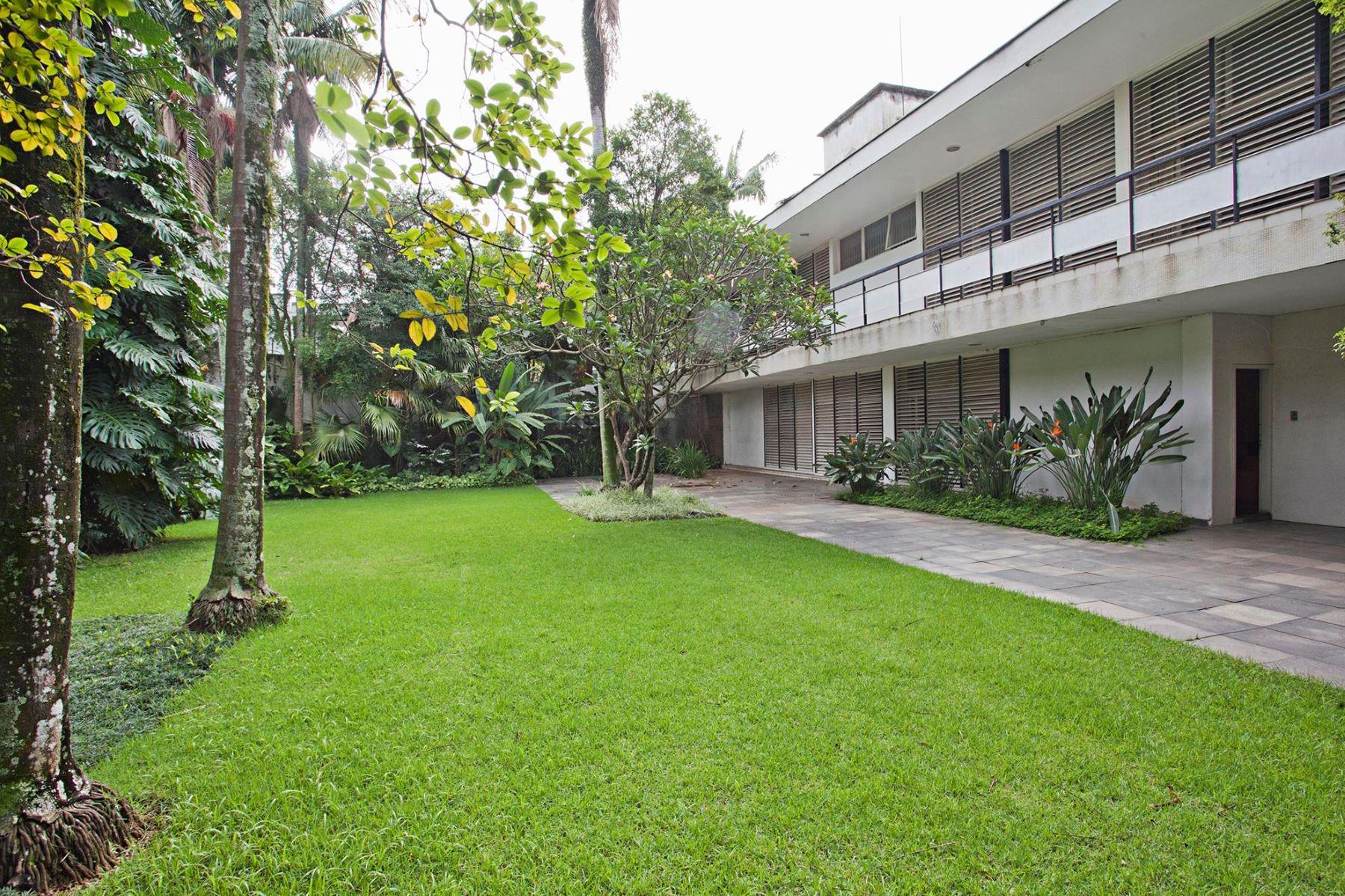 واحد منزل الأسرة للـ Sale في Project Signed by Lucio Costa in a Quiet Street Sao Paulo, Sao Paulo, 01446-000 Brazil
