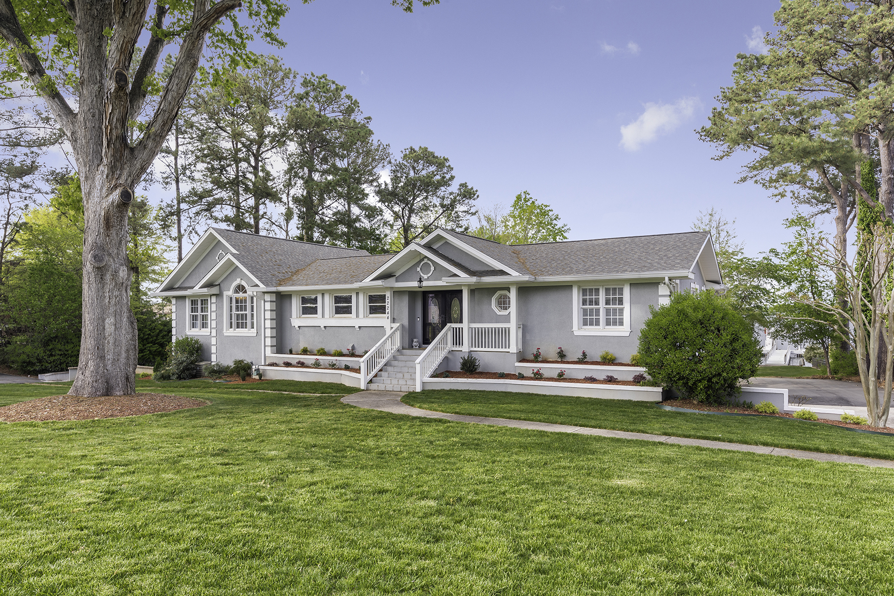 Single Family Home for Active at 22244 Country Club Cir Cornelius, North Carolina 28031 United States