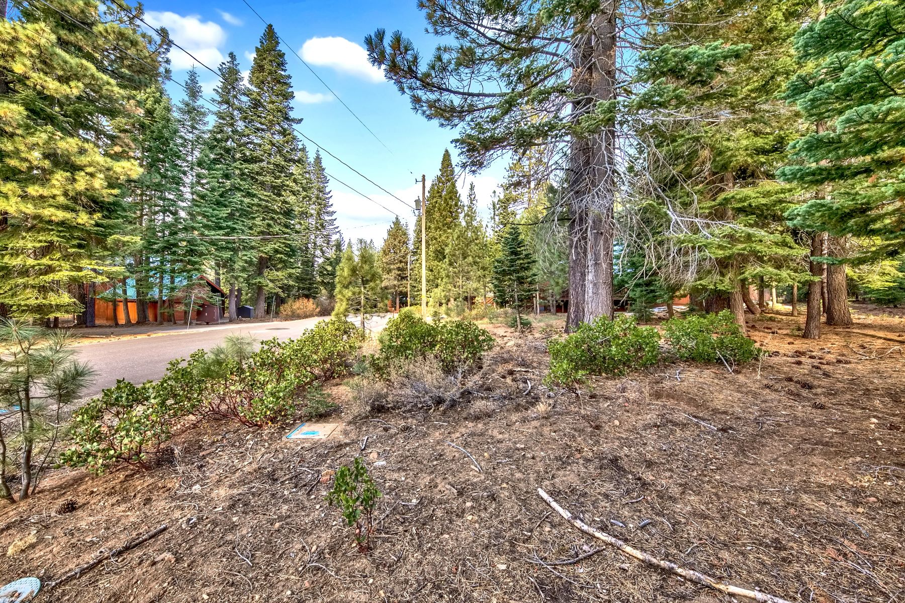 Additional photo for property listing at 12016 Mougle Lane Truckee California 96161 12016 Mogule Lane Truckee, California 96161 United States