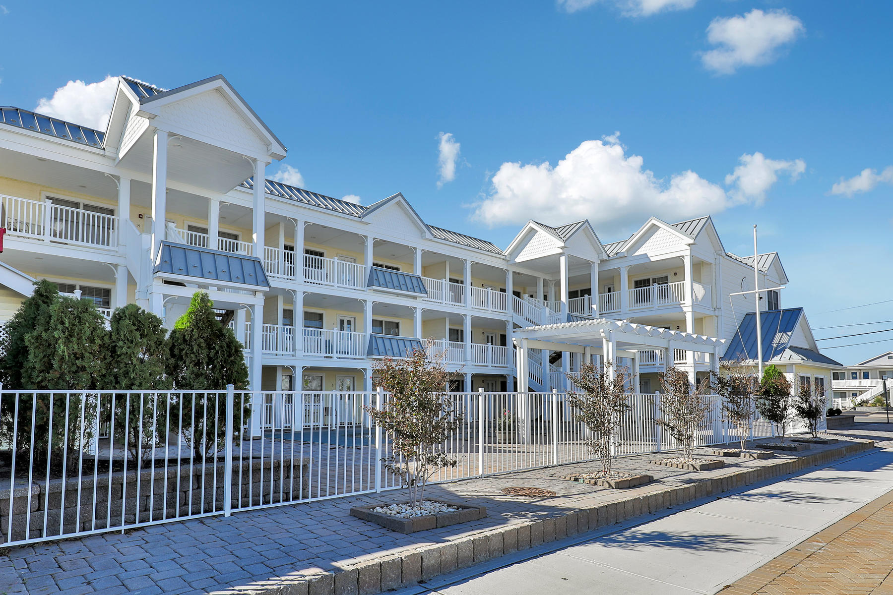 Appartement en copropriété pour l Vente à Beautiful Summerhaven Condo 2400 Grand Central Avenue,Unit #11 Lavallette, New Jersey, 08735 États-Unis
