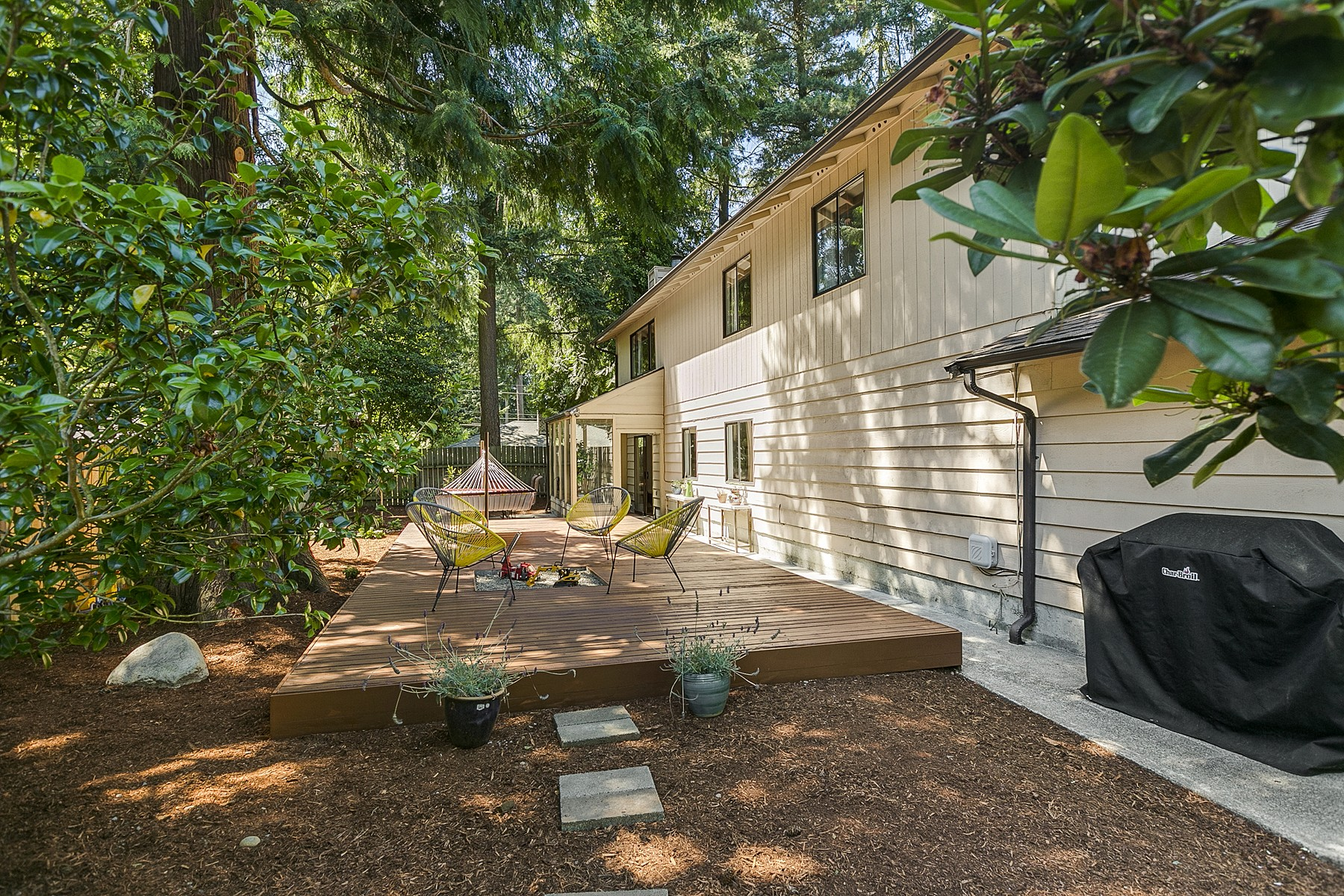 Additional photo for property listing at Immaculate Richmond Highlands Traditional 719 N 184th Street Shoreline, Washington 98133 United States