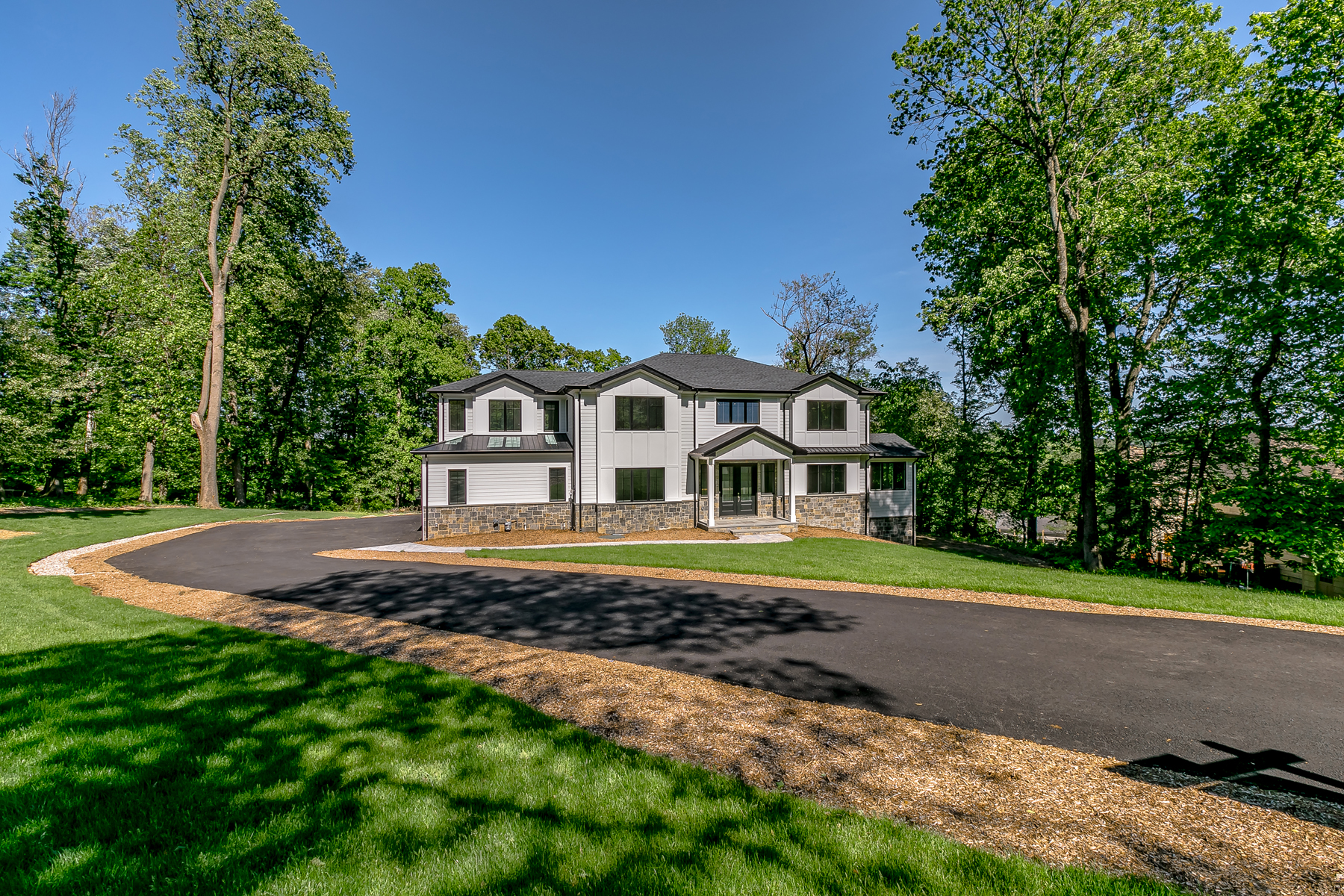 Single Family Homes for Sale at Traditional craft and Modern creativity 4 Stratford Court Morris Township, New Jersey 07960 United States