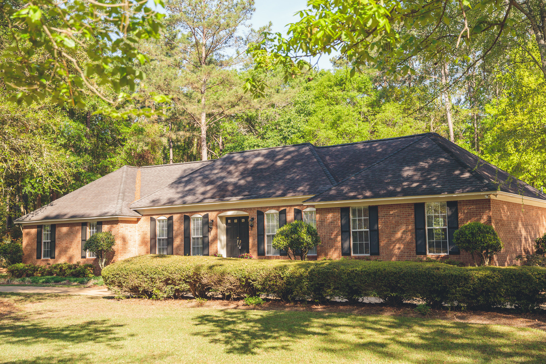 Vivienda unifamiliar por un Venta en Stately Lake Douglas Masterpiece 1921 Thomas Dr Bainbridge, Georgia 39819 Estados Unidos