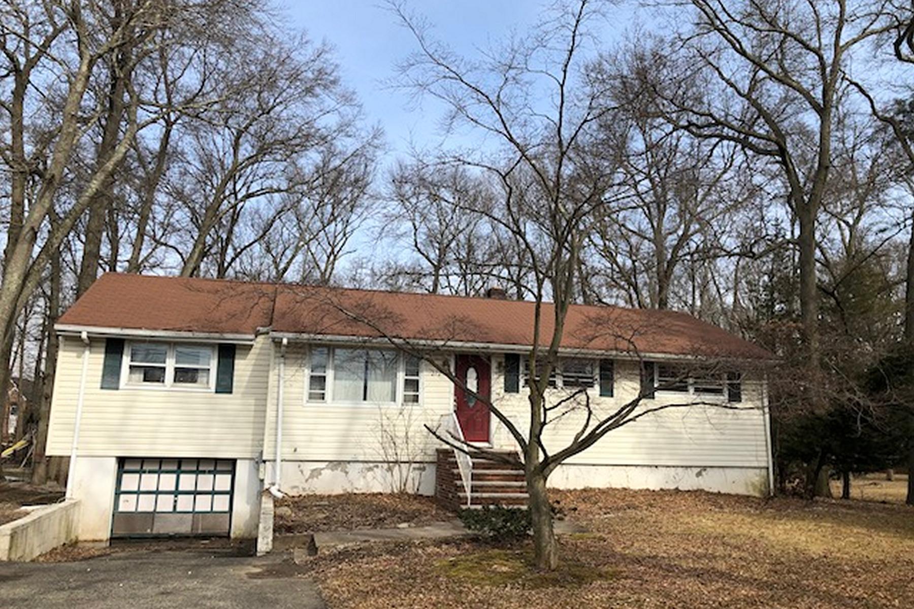 Single Family Homes por un Venta en Great Opportunity 272 Horseneck Road Fairfield, Nueva Jersey 07004 Estados Unidos