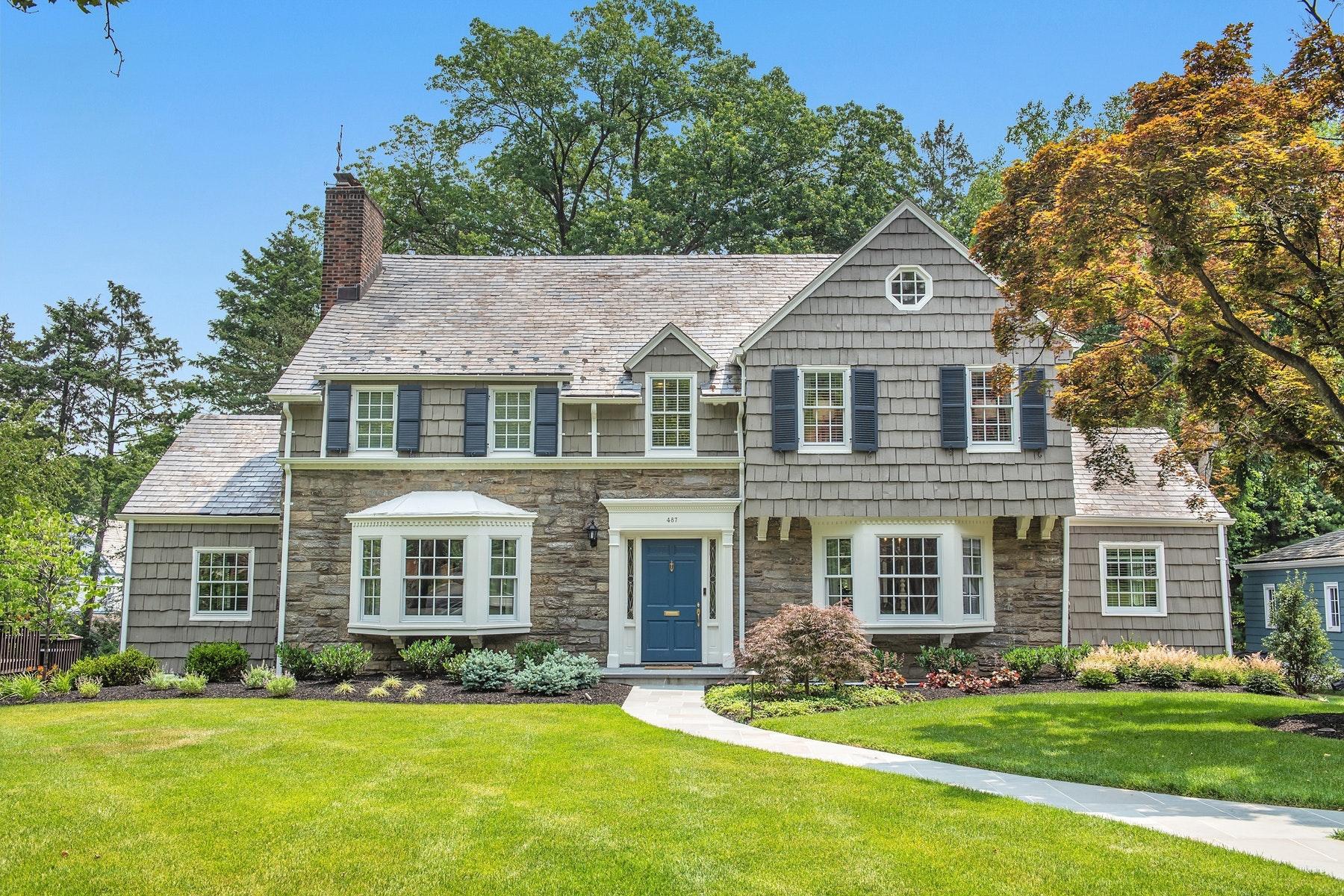 Maison unifamiliale pour l Vente à Completely Renovated Glen Ridge Colonial 487 Ridgewood Avenue, Glen Ridge, New Jersey 07028 États-Unis