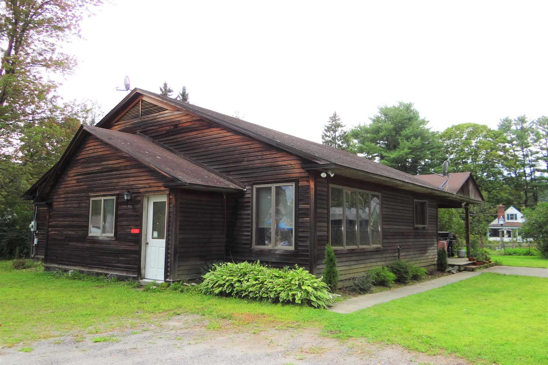 Single Family Homes for Sale at 39 Cliff Street, Royalton 39 Cliff St Royalton, Vermont 05068 United States