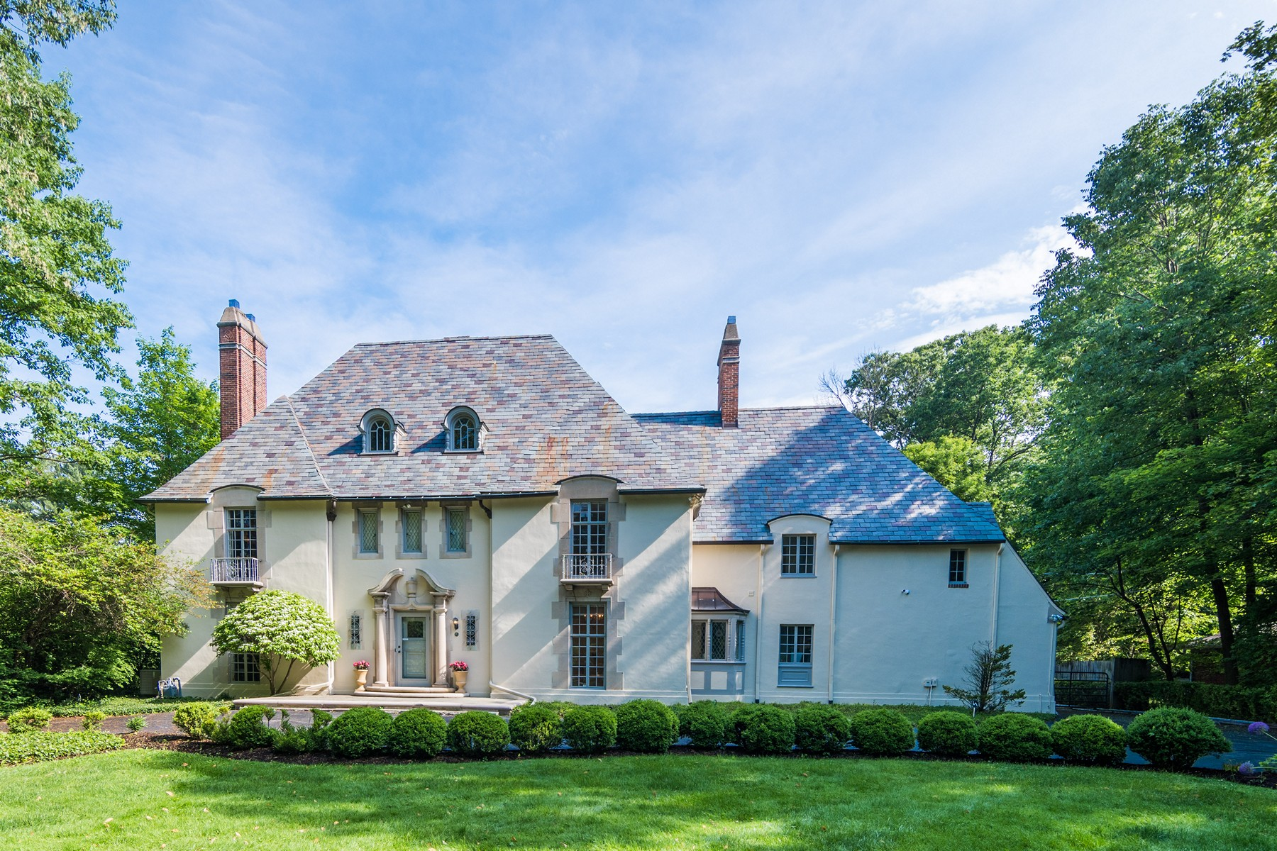 Casa Unifamiliar por un Venta en Historic Home Complete With Charm 1136 W. 56th Street Indianapolis, Indiana, 46228 Estados Unidos