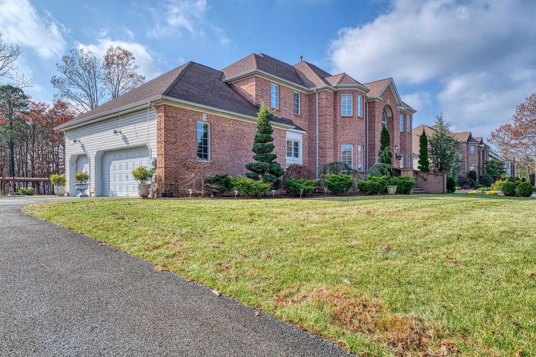 Single Family Homes por un Venta en Sophisticated Center Hall Colonial 600 Derose Lane Freehold, Nueva Jersey 07728 Estados Unidos