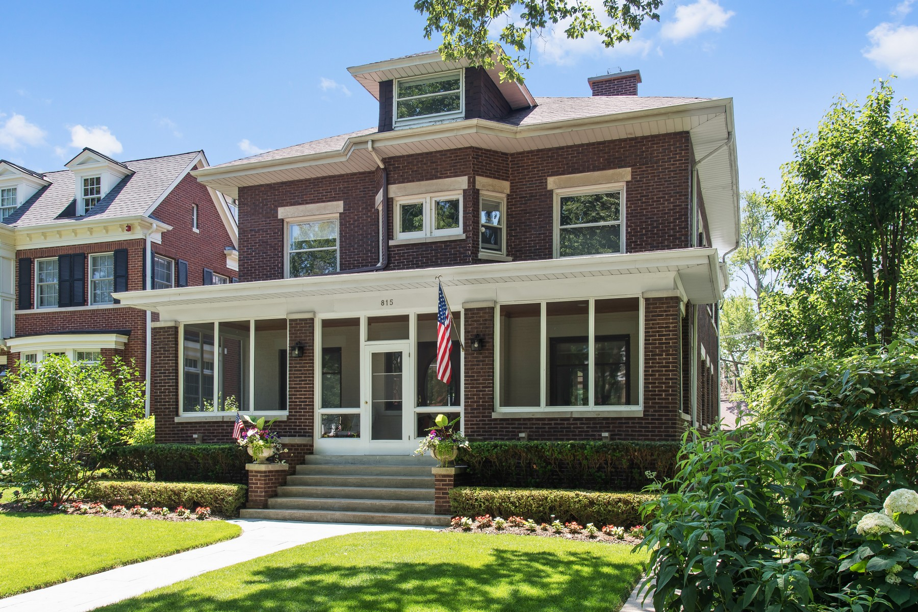 Villa per Vendita alle ore Gracious, Handsome Two Story Home 815 Forest Avenue Wilmette, Illinois, 60091 Stati Uniti