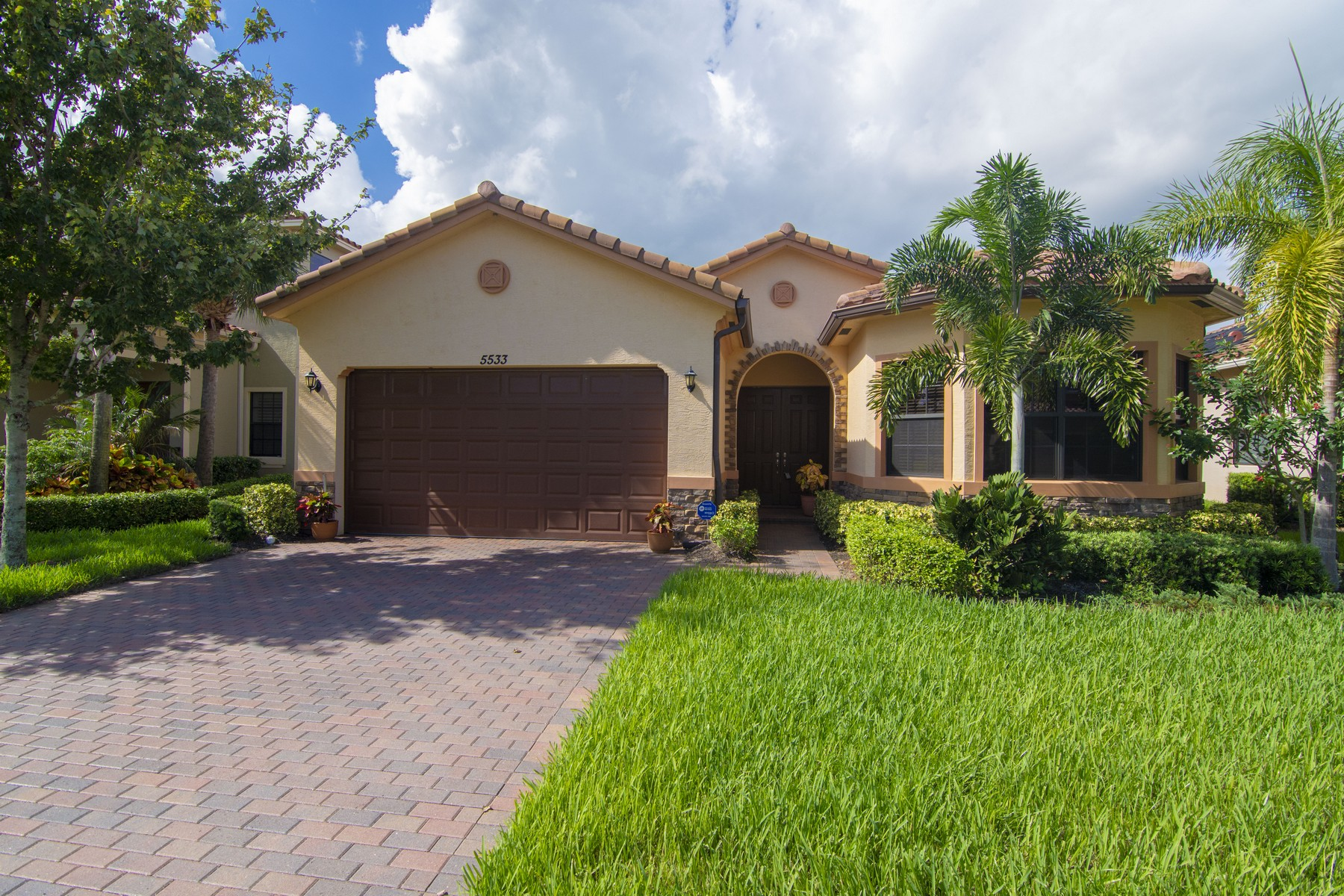 Single Family Homes for Sale at All You Had Hoped For in a Stunning Home 5533 57th Avenue Vero Beach, Florida 32967 United States