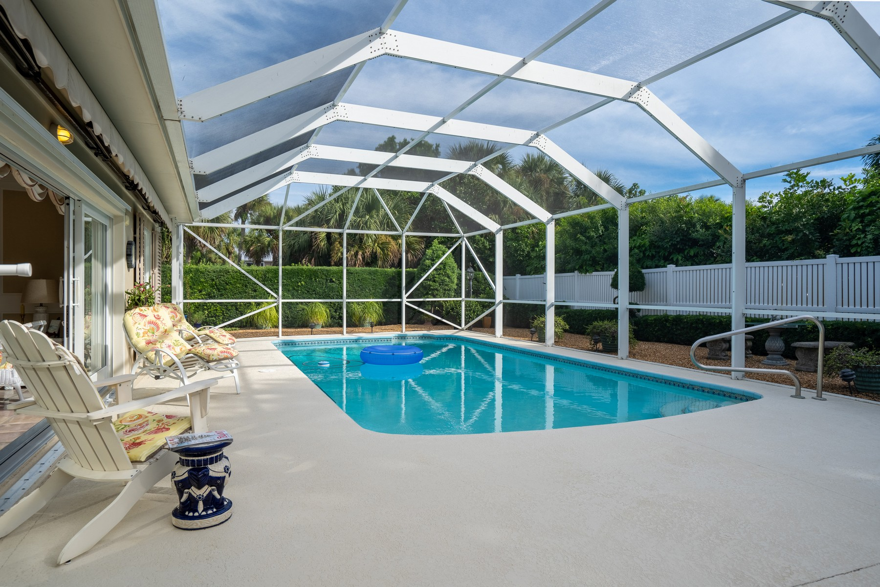 Additional photo for property listing at Gorgeous Pool Home East of A1A 935 Pebble Lane Vero Beach, Florida 32963 United States
