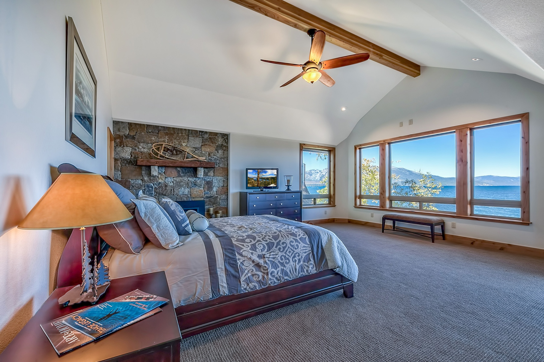 Additional photo for property listing at 319 Beach Drive South Lake Tahoe California, 96150 319 Beach Drive South Lake Tahoe, California 96150 United States