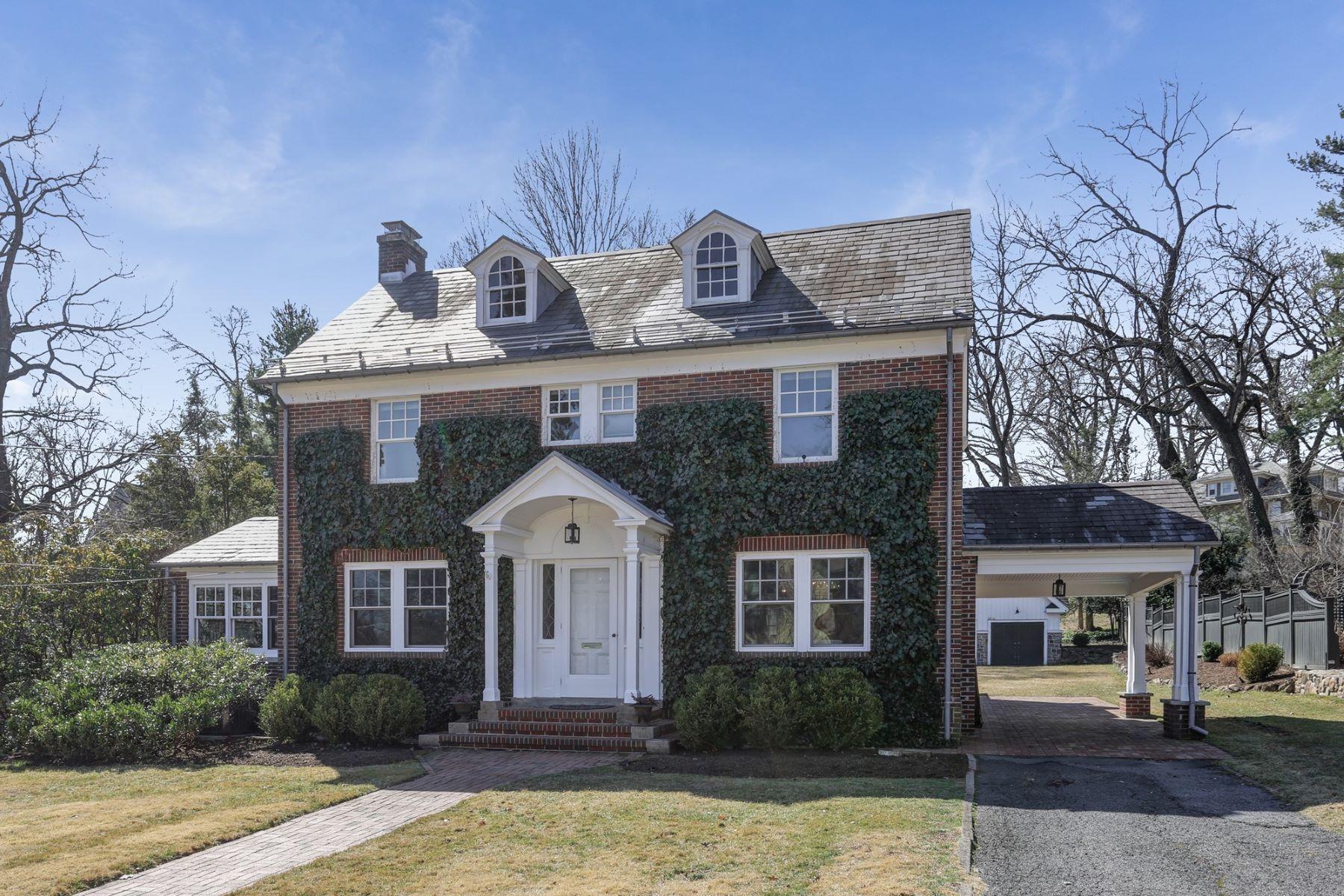 Single Family Homes для того Продажа на Gracious and Charming Colonial 19 Vinton Road, Madison, Нью-Джерси 07940 Соединенные Штаты