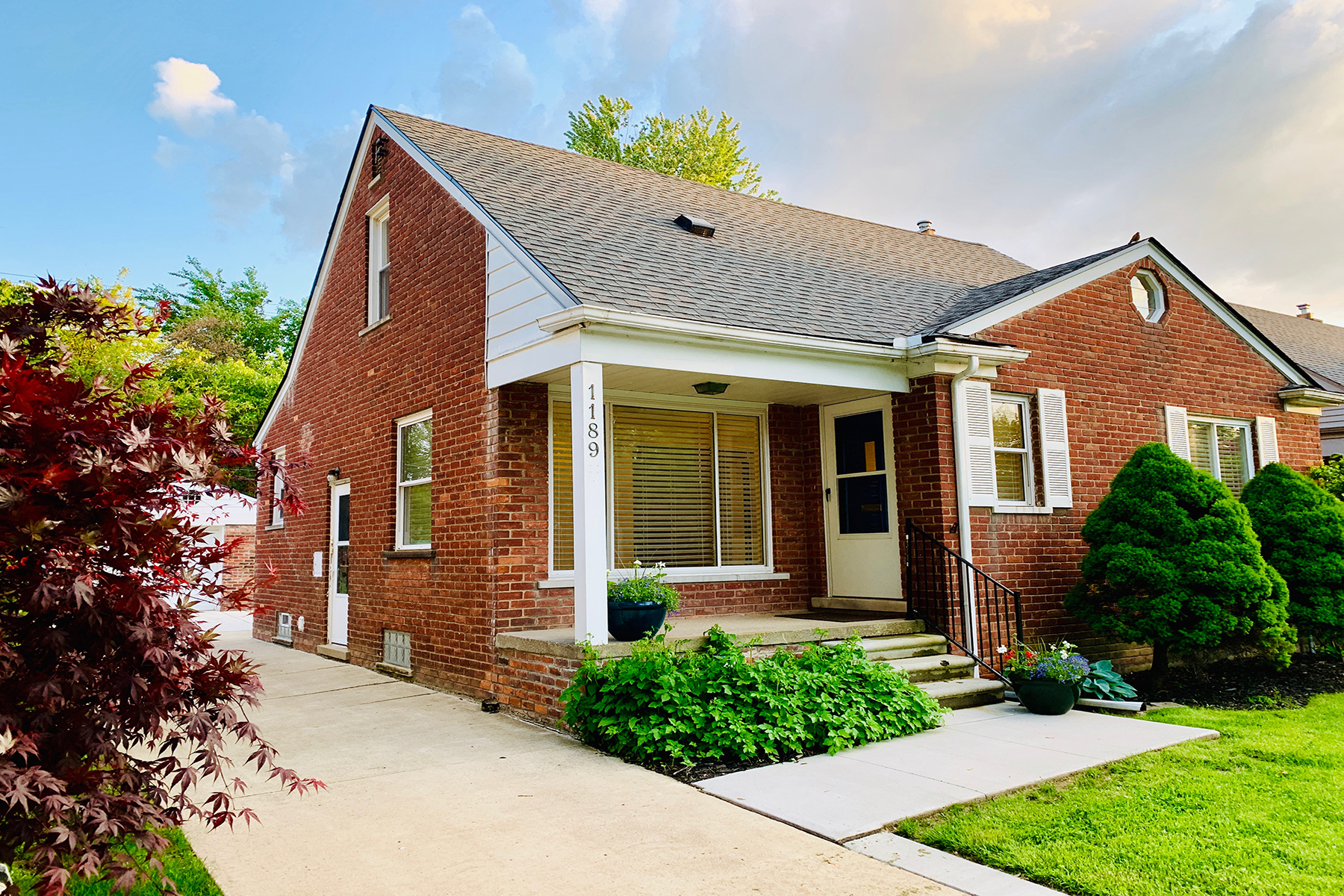 Single Family Homes for Sale at Grosse Pointe Woods 1189 Brys Drive Grosse Pointe Woods, Michigan 48236 United States