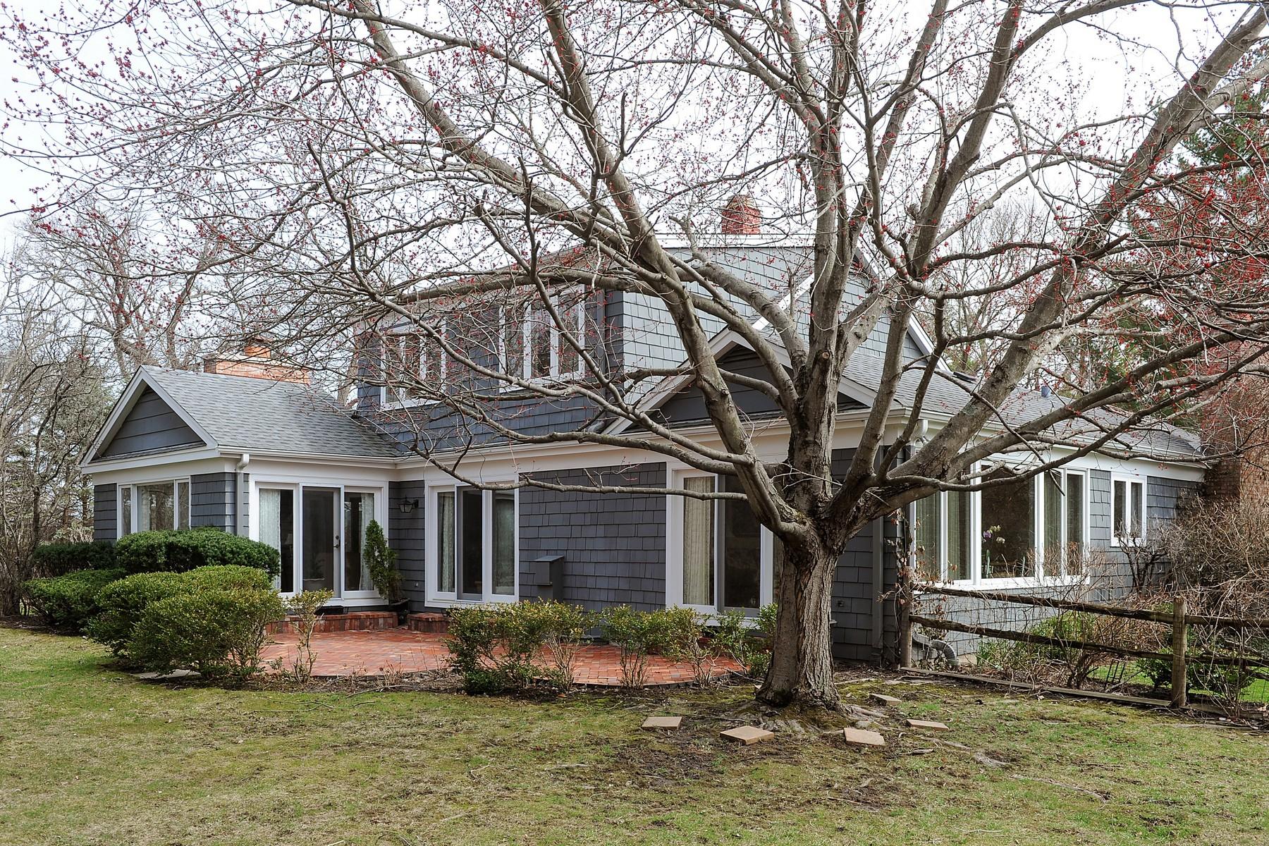 Частный односемейный дом для того Продажа на Character-Rich Pristine Home 1742 N Waukegan Road Lake Forest, Иллинойс, 60045 Соединенные Штаты