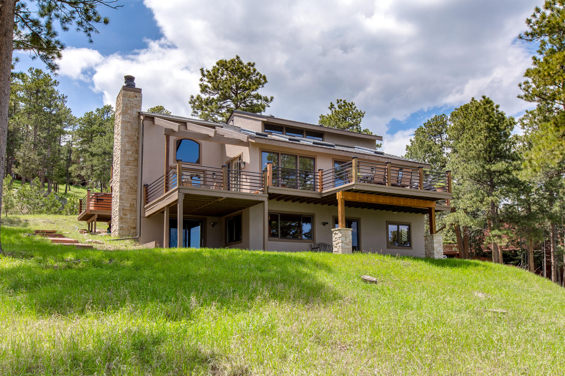Single Family Homes para Venda às Impressive city and mountain views that can be enjoyed any hour of the day 1184 Snowberry Drive, Golden, Colorado 80401 Estados Unidos