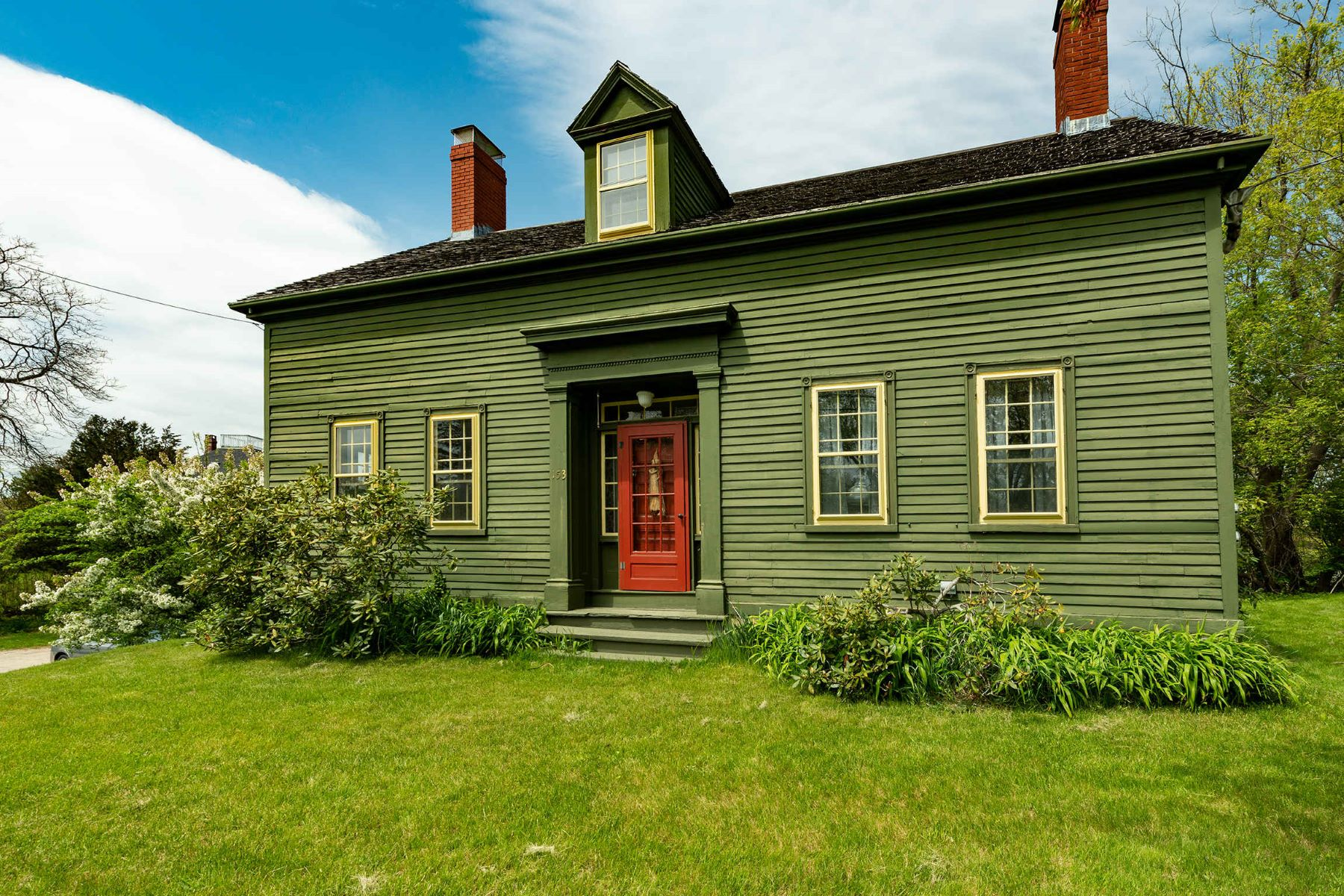 Single Family Homes للـ Sale في Cape with Barn in Kittery Point 153 Pepperrell Road, Kittery Point, Maine 03905 United States