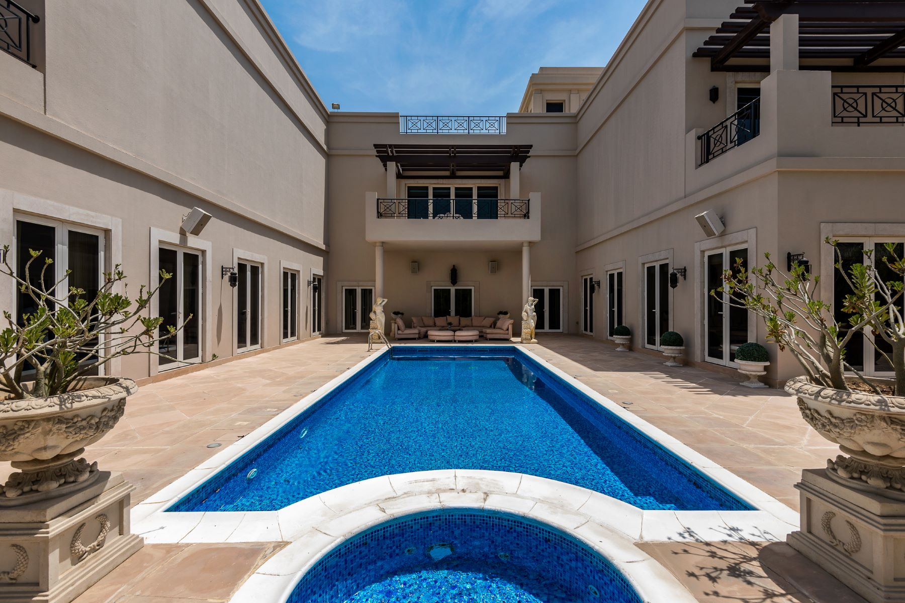 Single Family Homes for Sale at Furnished Family Villa Emirates Hills, Dubai, Dubai United Arab Emirates
