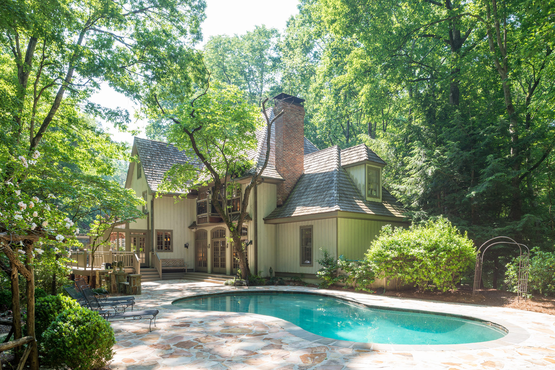 Additional photo for property listing at Gorgeous Custom Home Nestled On Four Private Acres 4563 Sentinel Post Road Atlanta, Georgia 30327 United States