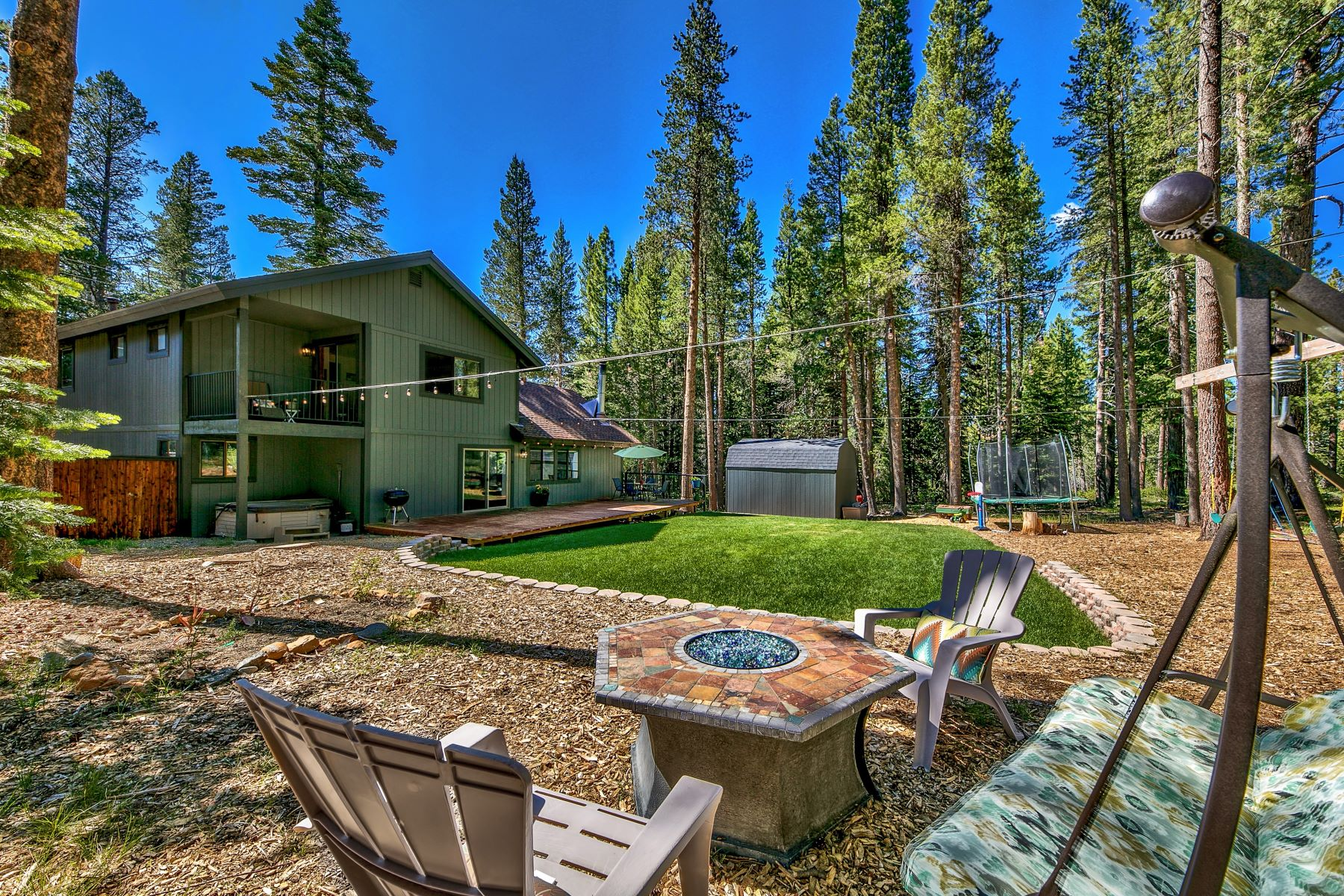 Single Family Homes for Active at Backs up to Paradise. 1542 Iroquois Circle South Lake Tahoe, California 96150 United States