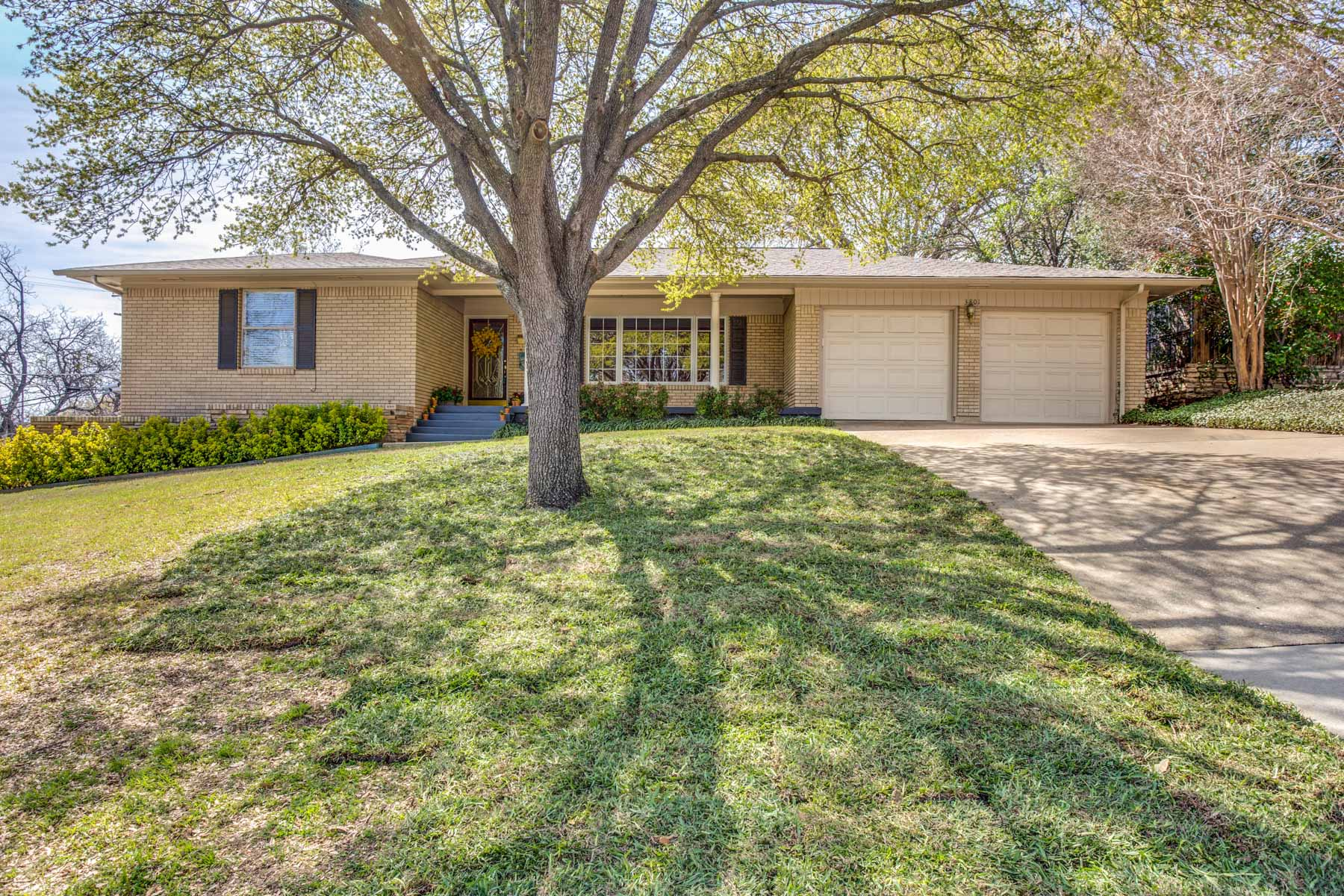 Single Family Home for Sale at 3801 South Drive Fort Worth, Texas, 76109 United States