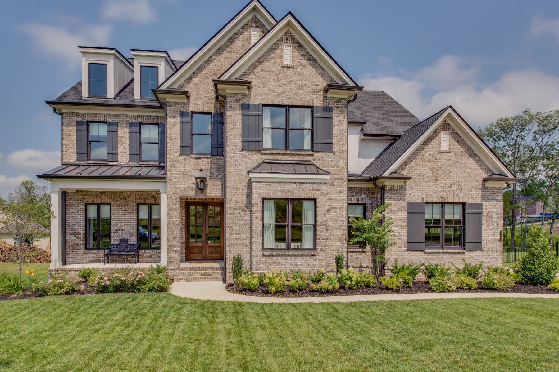 Single Family Homes pour l Vente à Breathtaking Custom Built Home! 1104 Lusitano Court, Nolensville, Tennessee 37135 États-Unis
