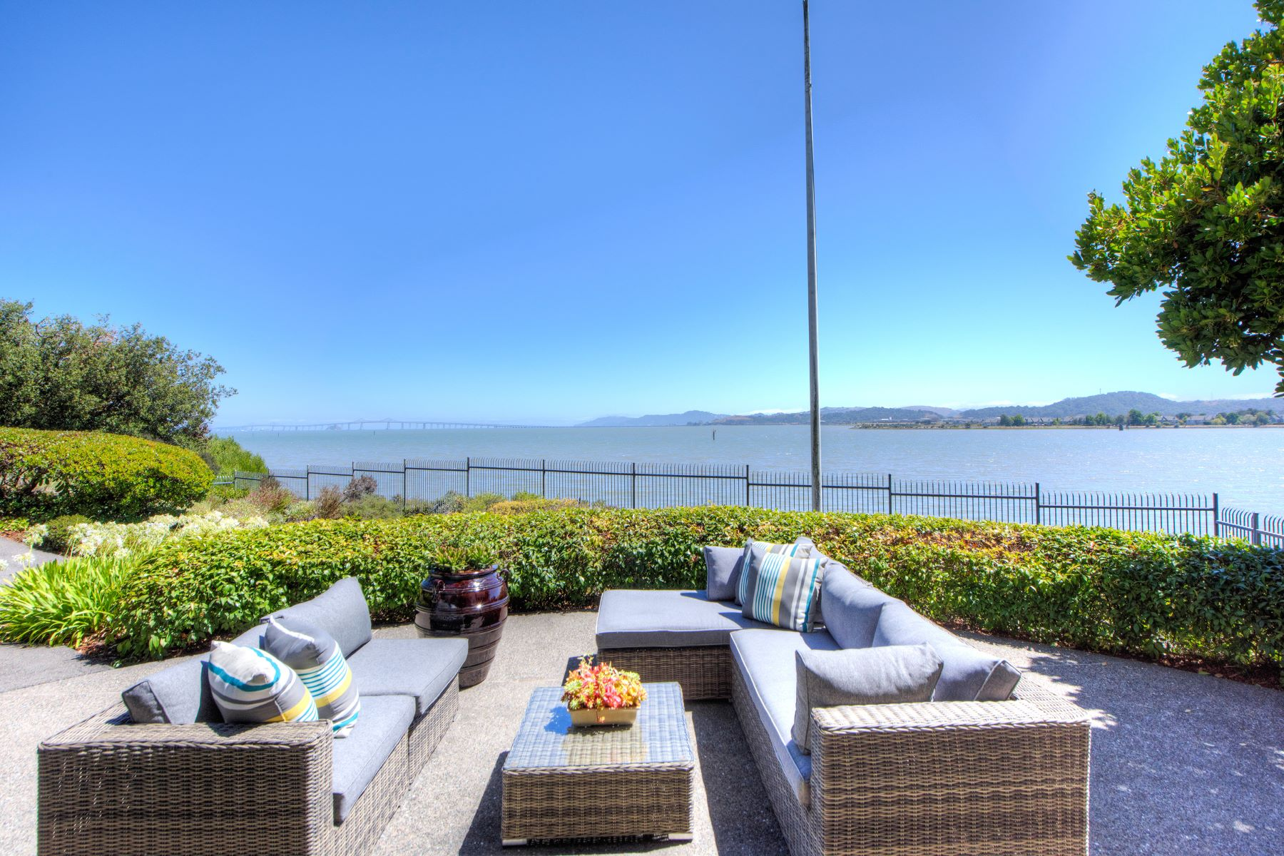 Additional photo for property listing at Rare Waterfront Oasis! 360 Bay Way San Rafael, Californie 94901 États-Unis