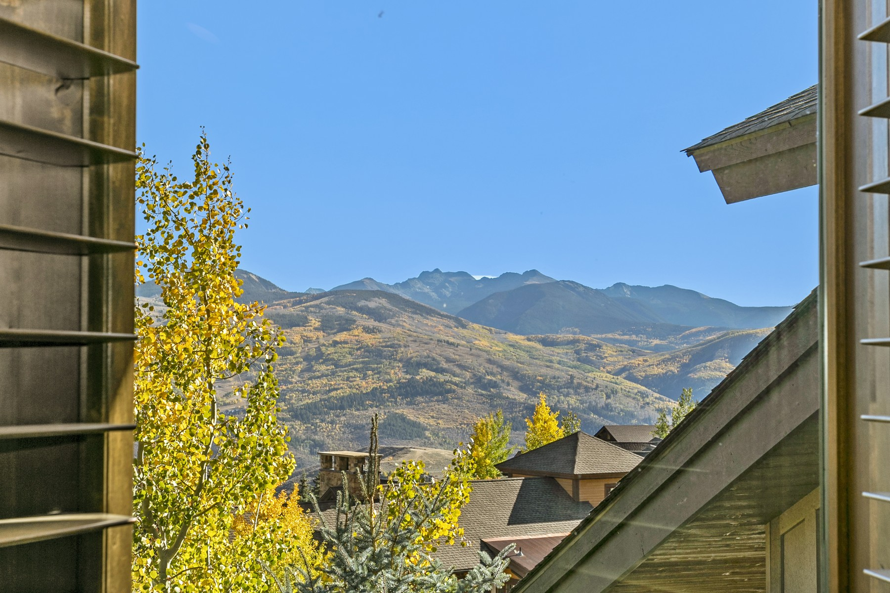 Additional photo for property listing at Incredible, private home with mountain views 5691 Wildridge Rd #E Avon, Colorado 81620 United States