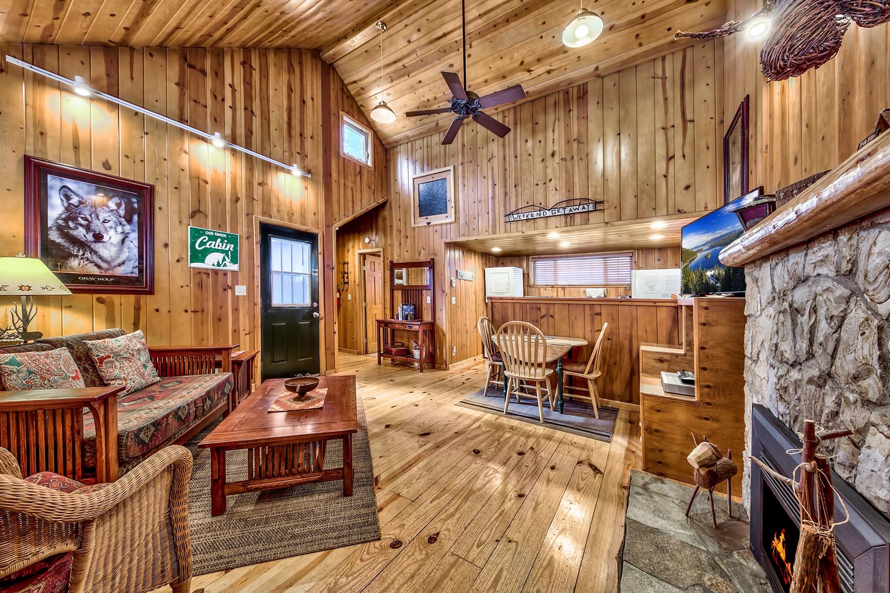 Property por un Venta en 1128 Craig Avenue, South Lake Tahoe, CA 96150 1128 Craig Avenue South Lake Tahoe, California 96150 Estados Unidos