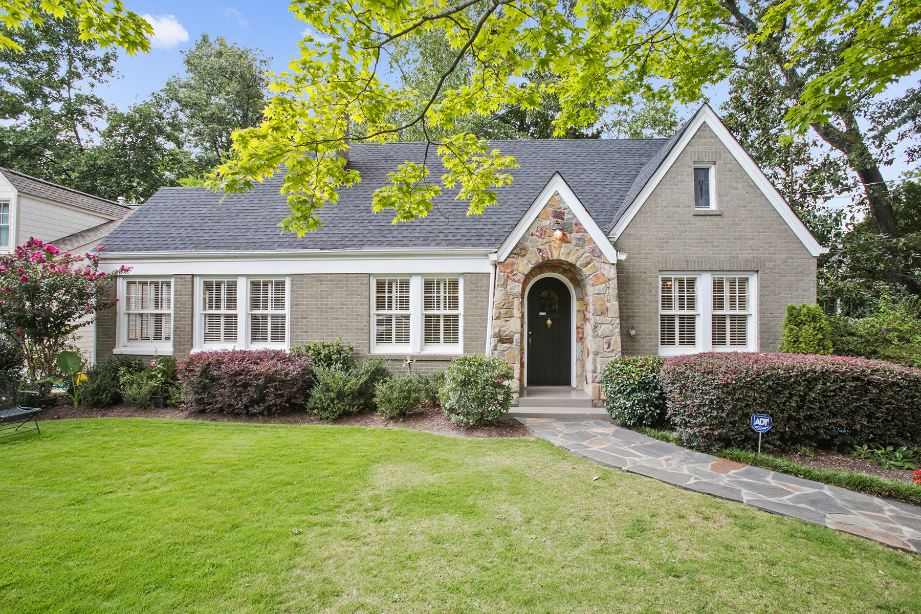 Single Family Home for Sale at Garden Hills Bungalow 2684 Brookwood Drive Atlanta, Georgia 30305 United States