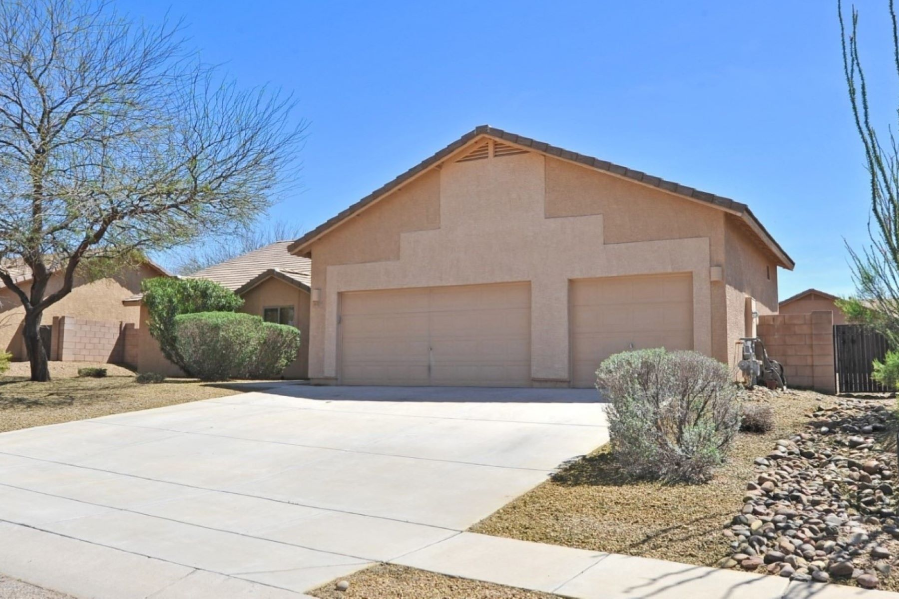 single family homes for Active at Natural Open Space Borders This Sweet Community 605 W Grantham Street Vail, Arizona 85641 United States