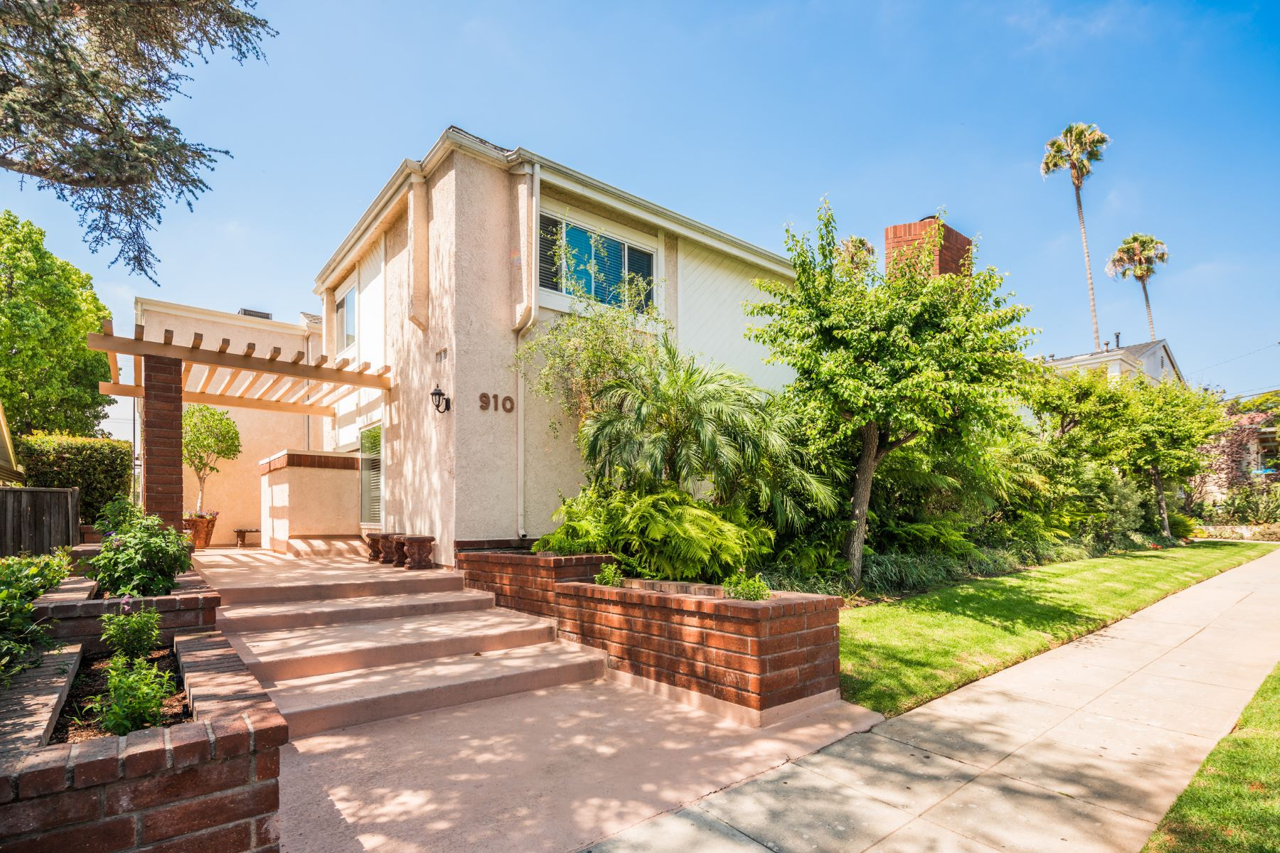 townhouses for Sale at 910 19th Street Unit#3 Santa Monica, California 90403 United States